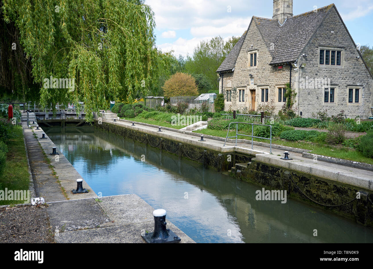 Iffley Lock and lock-keeper's cottage on the River Thames at Iffley Village, near Oxford, UK - Stock Image