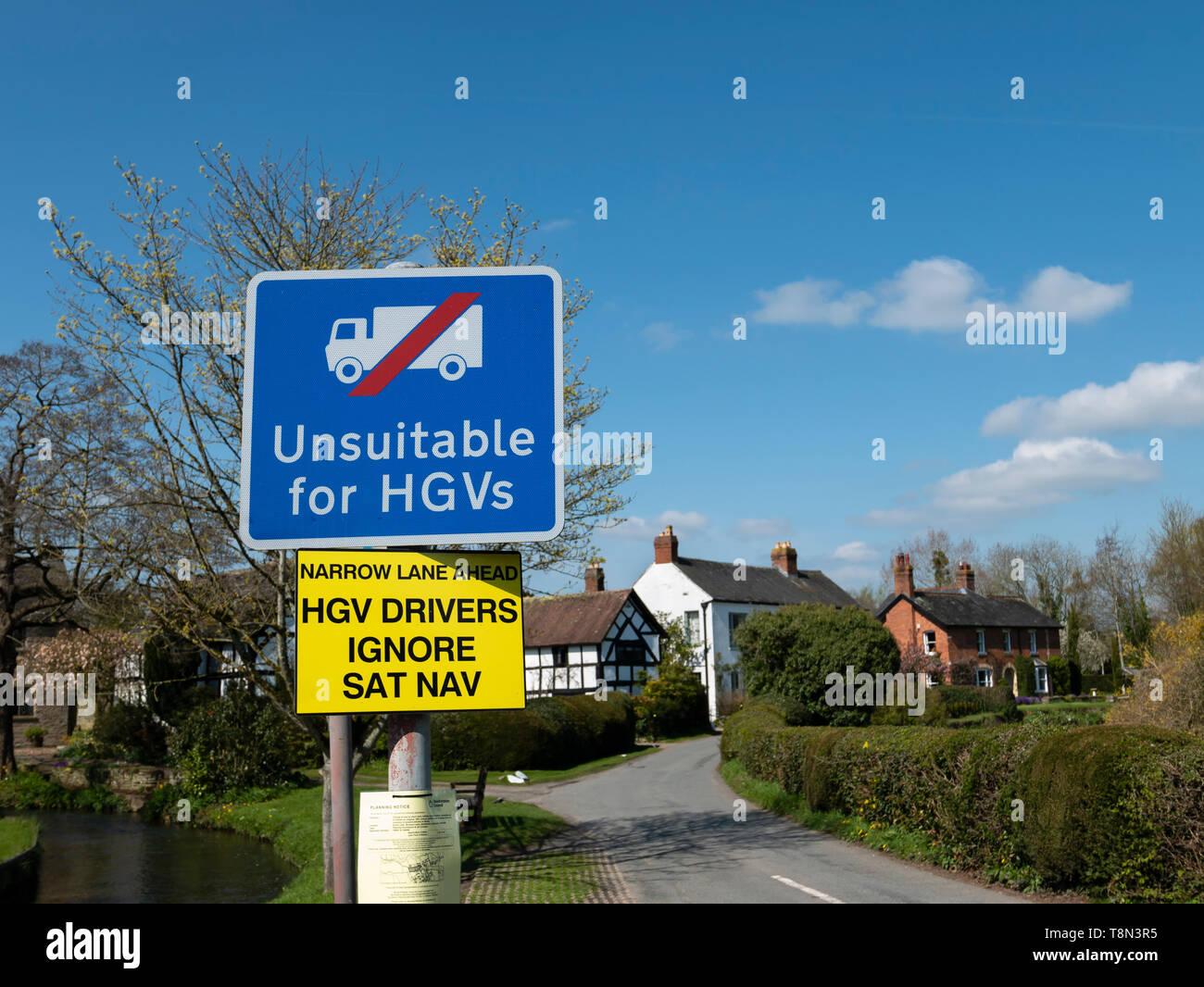Unsuitable for HGVs sign, Eardisland village, Herefordshire, England, UK. - Stock Image