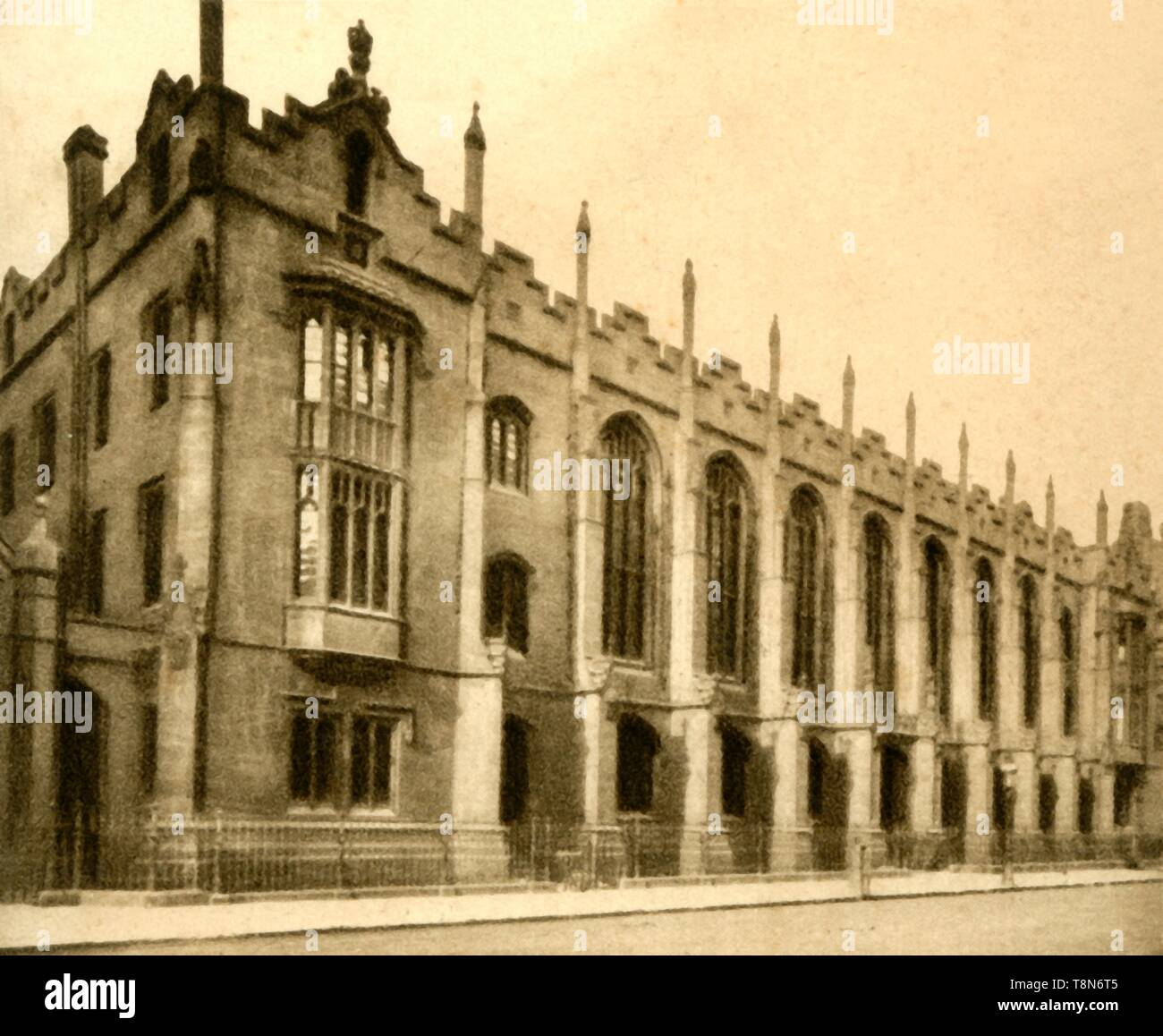 """'No. 61. King Edward's School, Birmingham, 1923.  Gothic architectural facade of New Street site designed by Charles Barry from 1835. King Edward's School, Birmingham is is an independent day school for boys in Edgbaston, founded by King Edward VI in 1552, From """"Sunripe Cigarettes - A Series of 75 Public Schools and Colleges"""". [R. & J. Hill Ltd, London, 1923] - Stock Image"""