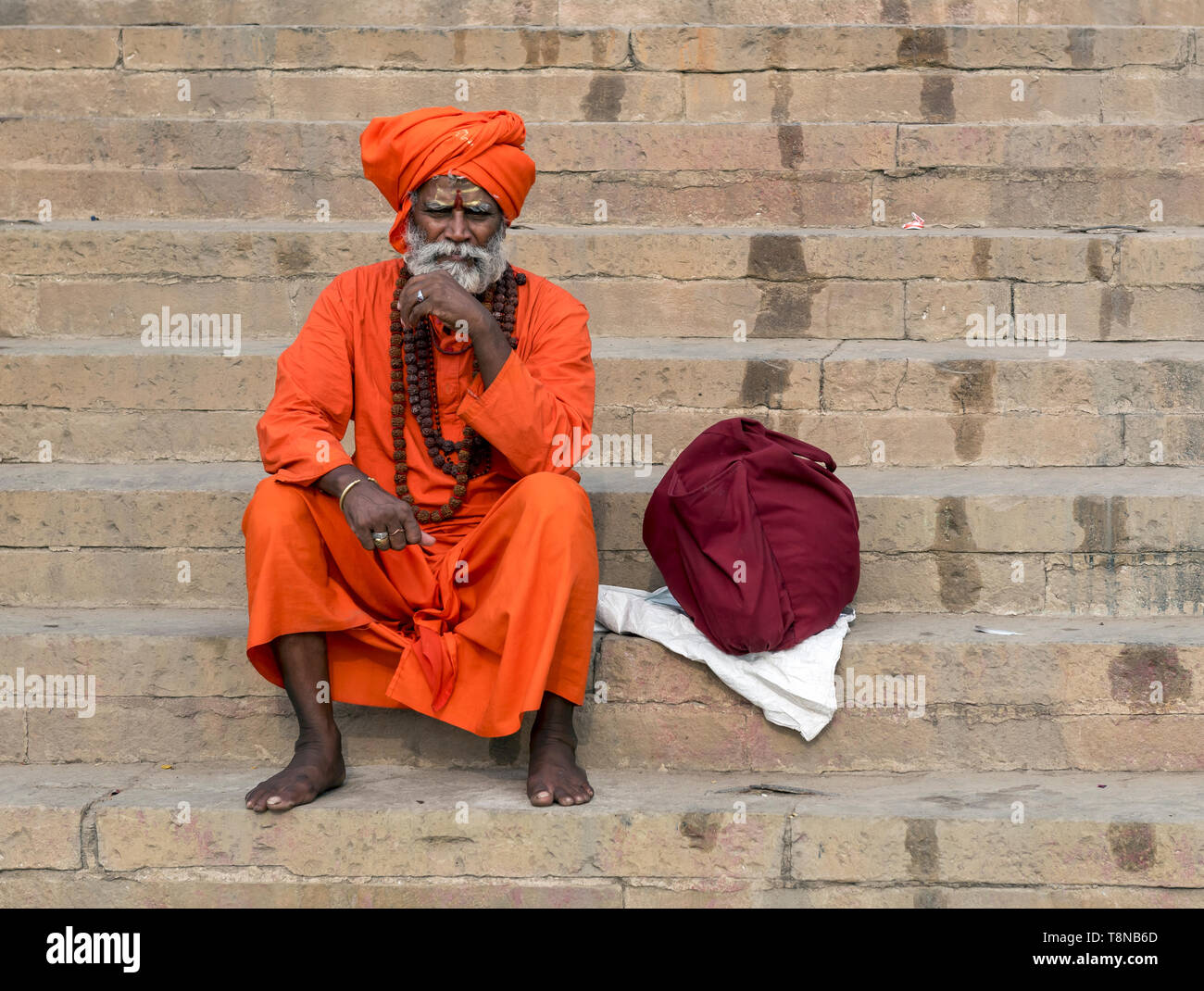 Portrait of a Sadhu (holy man) on the ghats of River Ganges, Varanasi, India - Stock Image