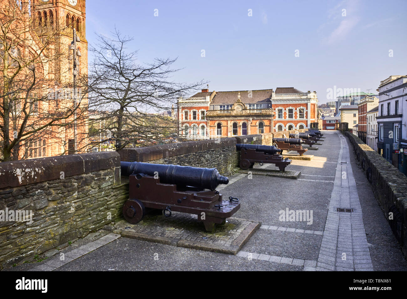 Canons on the city walls of Londonderry, Northern Ireland - Stock Image