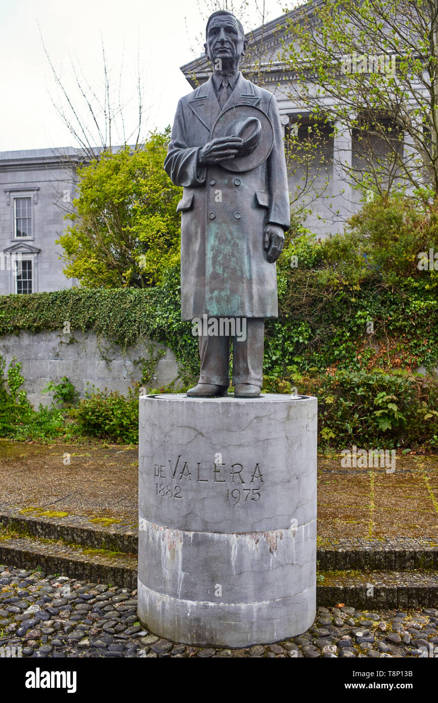 Statue in Gort Road, Ennis of Eamon de Valera president several times of Ireland - Stock Image