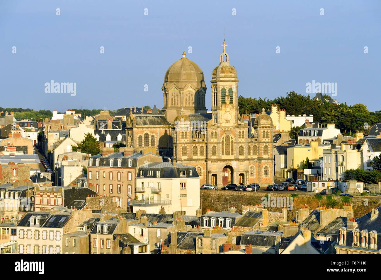 France, Manche, Cotentin, Granville, the Upper Town built on a rocky headland on the far eastern point of the Mont Saint Michel Bay, lower town and Saint Paul church - Stock Image
