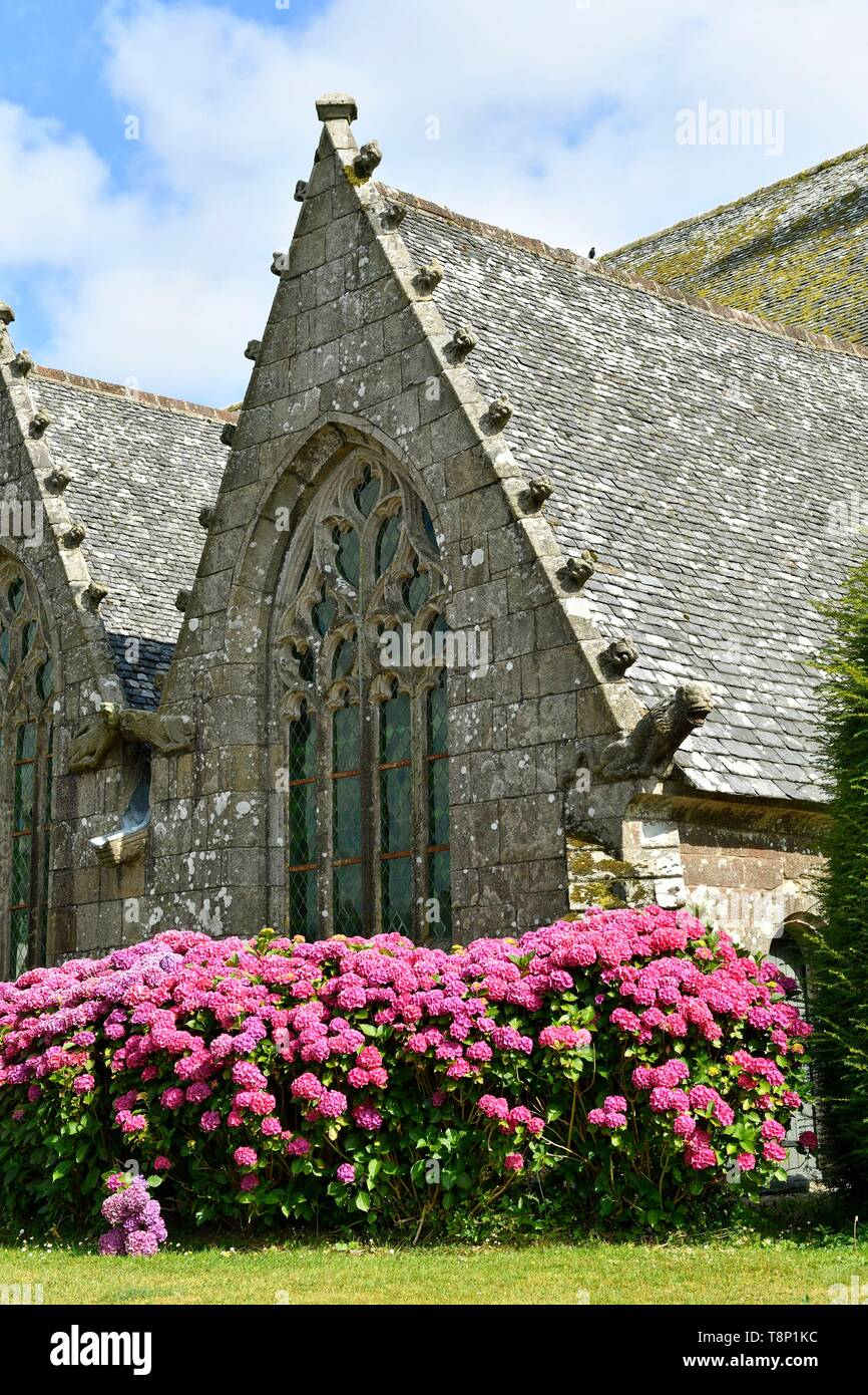 France, Finistere, stop on the Way of St James, Plougonven, parish enclosure and church - Stock Image
