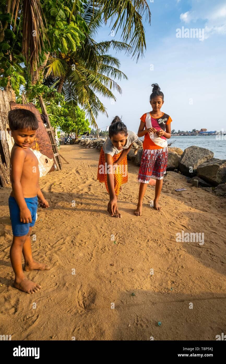 Sri Lanka, Western province, Negombo, children playing marbles - Stock Image