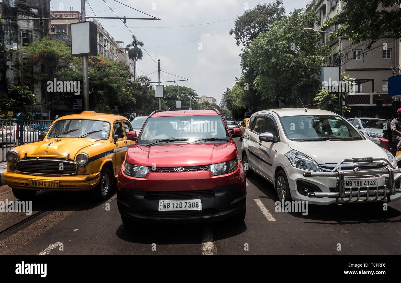 Kolkata, India. 14th May, 2019. Vehicles are seen in?the street in Kolkata, India, May 14, 2019. India's automobile sector continued its bumpy ride for the fifth consecutive month in April with 20 percent drop in car sales and 16 percent drop in two-wheeler sales, compared with the same period last year. The drastic drop in sales was attributed to several factors including liquidity squeeze in the market, rising fuel cost, interest rates and insurance costs that has dampened consumer sentiment. Credit: Tumpa Mondal/Xinhua/Alamy Live News Stock Photo