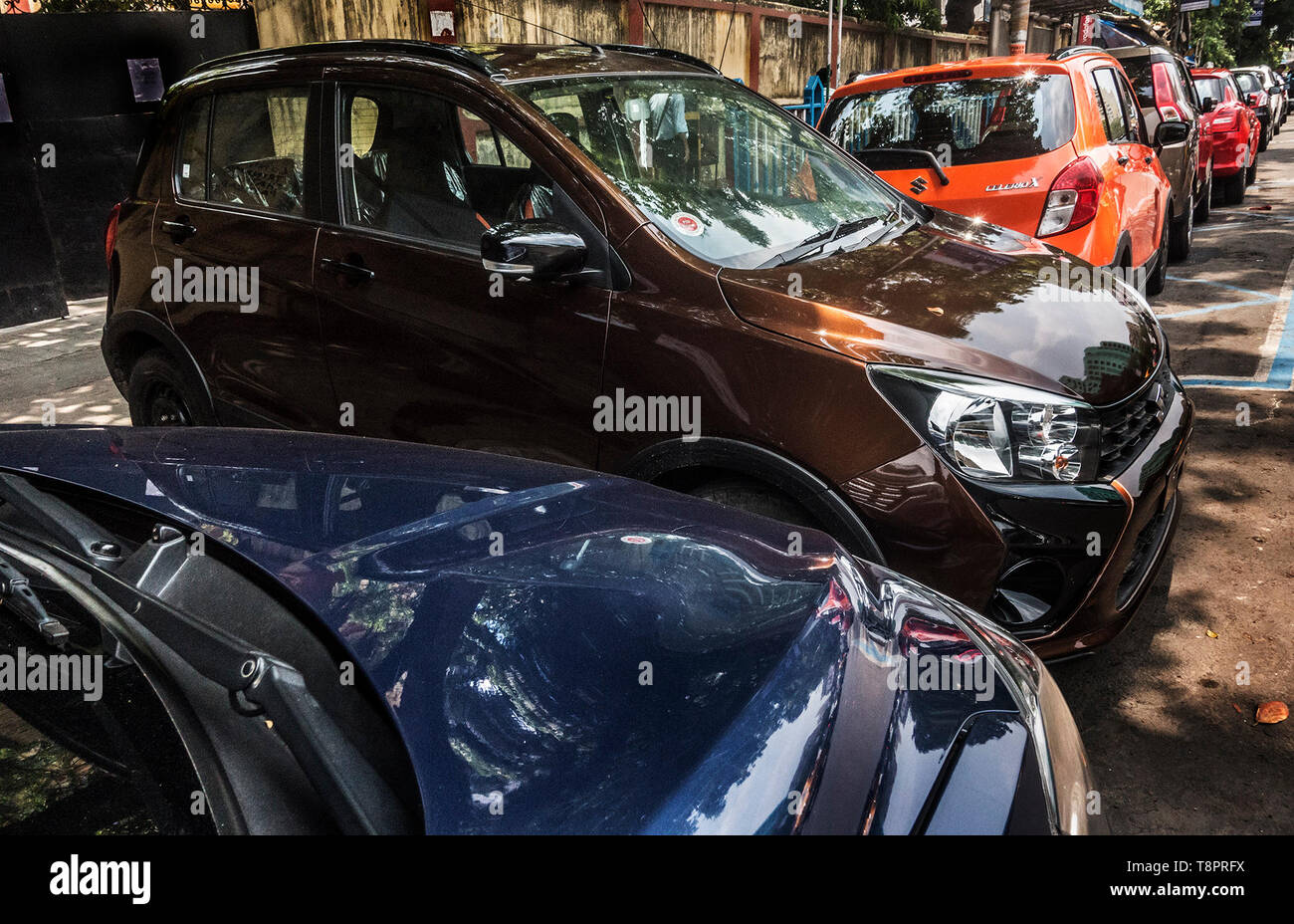 Kolkata, India. 14th May, 2019. New cars are seen outside a showroom in?Kolkata, India, May 14, 2019. India's automobile sector continued its bumpy ride for the fifth consecutive month in April with 20 percent drop in car sales and 16 percent drop in two-wheeler sales, compared with the same period last year. The drastic drop in sales was attributed to several factors including liquidity squeeze in the market, rising fuel cost, interest rates and insurance costs that has dampened consumer sentiment. Credit: Tumpa Mondal/Xinhua/Alamy Live News Stock Photo