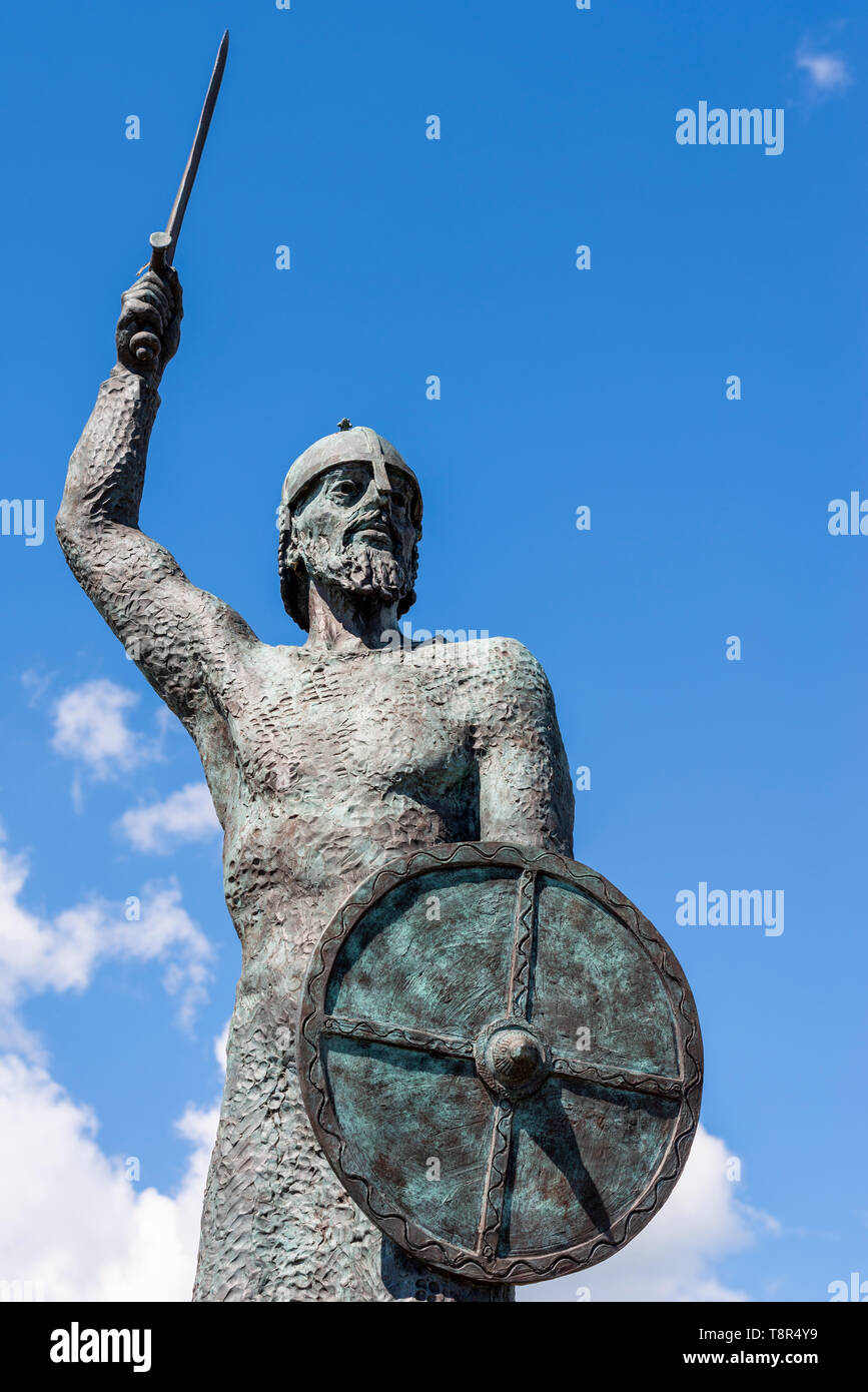 Byrhtnoth or Brithnoth statue by John Doubleday on promenade at Maldon, Essex. Ealdorman of Essex killed fighting Viking invaders in Battle of Maldon - Stock Image