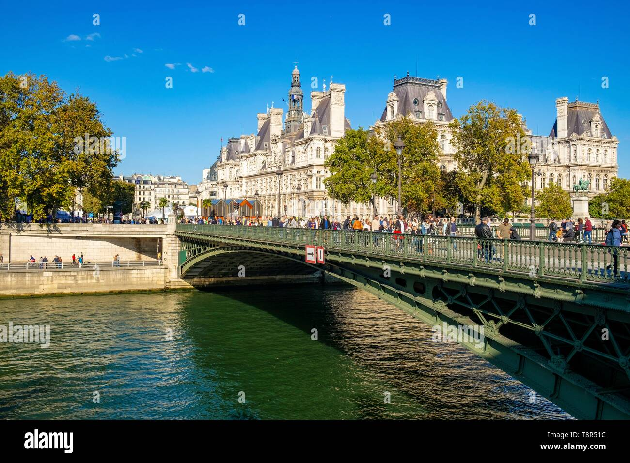 France, Paris, area listed as World Heritage by UNESCO, the banks of the Seine, the Pont au Change and the Paris City Hall - Stock Image