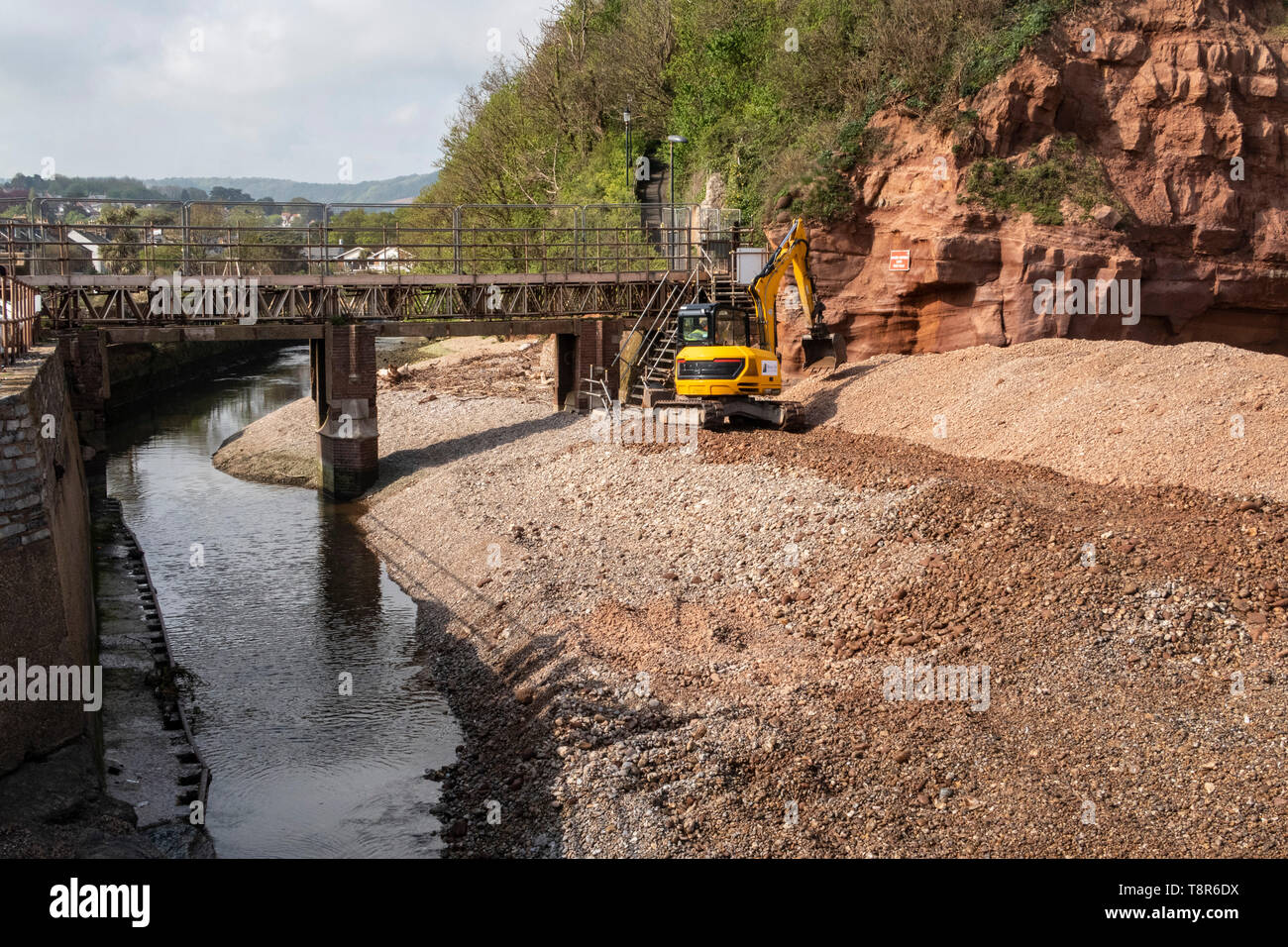 Work begins at the mouth of the river Sid, at Sidmouth, for the repkacement of the Alma Bridge, which is being moved about 100 yards further inland. Stock Photo