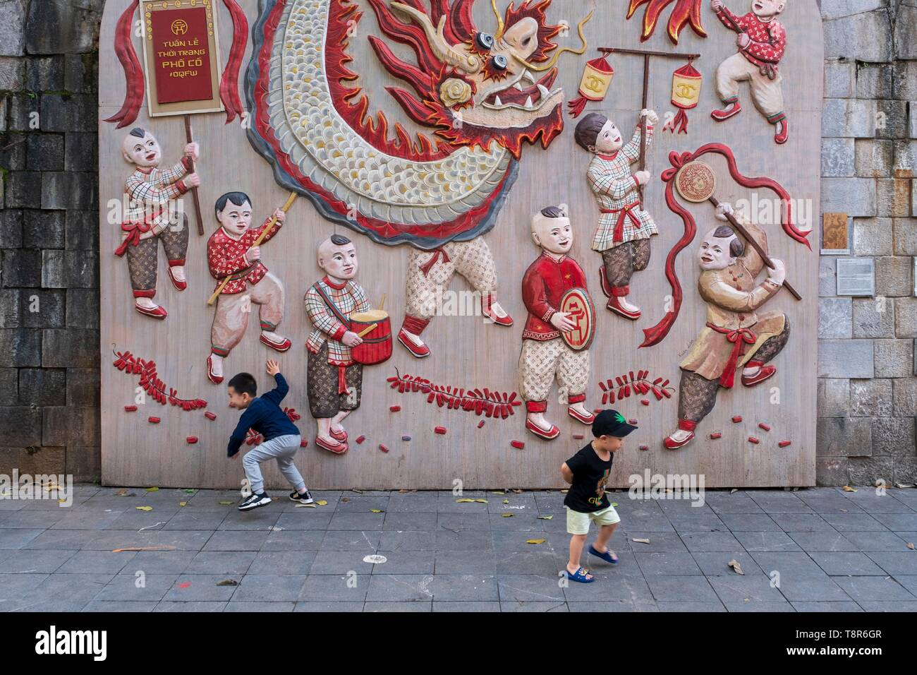 Vietnam, Red River Delta, Hanoi, trompe-l'oeil wall - Stock Image
