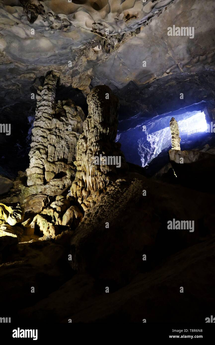 Vietnam, Quang Ninh province, Halong Bay, listed as World Heritage by UNESCO, Hang Sung Sot cave on Bo Hon island Stock Photo