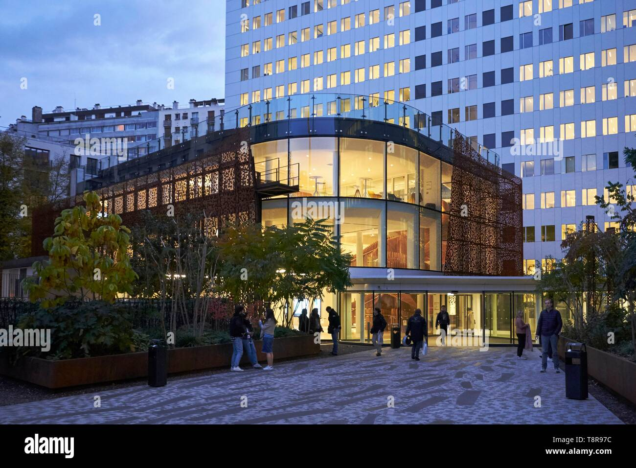 France, Paris, Grenelle district, New headquarters of the newspapers Les Echos and Le Parisien on the former site of the Velodrome d'Hiver (Vel d'Hiv) - Stock Image