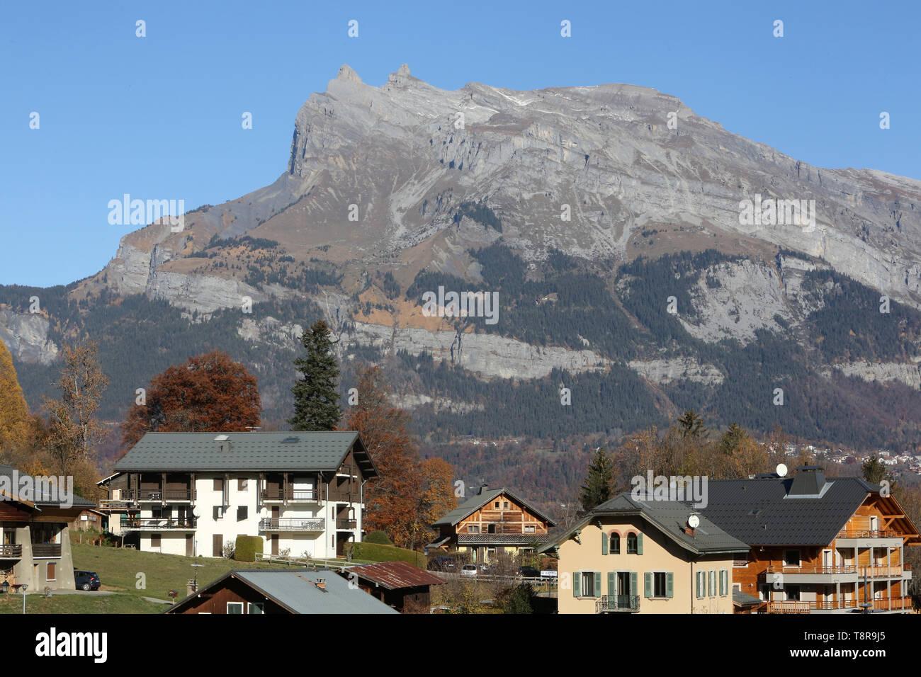 Aiguilles de Warens. Village de Saint-Gervais-les-Bains. - Stock Image