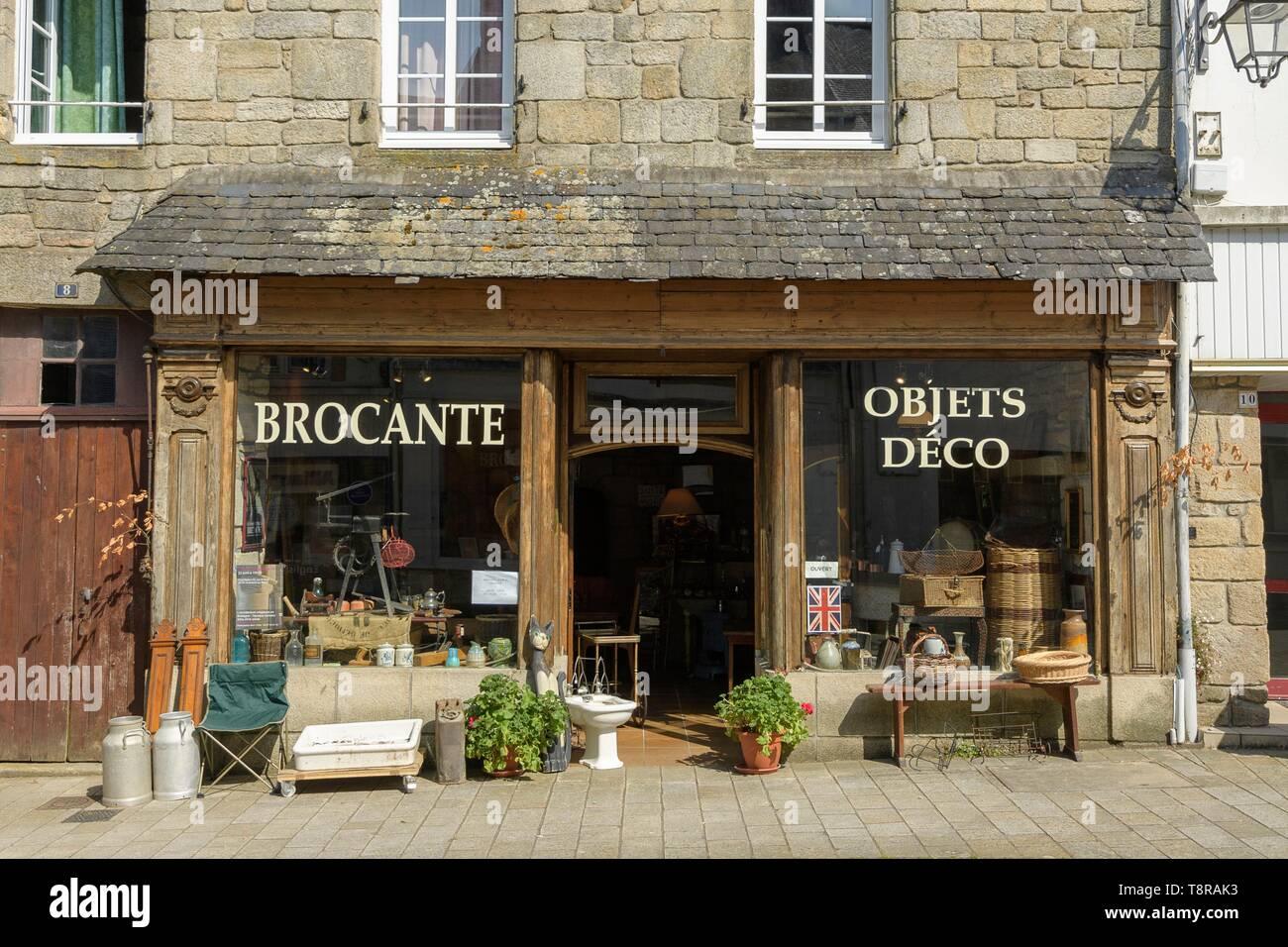 France, Morbihan, Guemene-sur-Scorff, Flea in Bisson Street - Stock Image