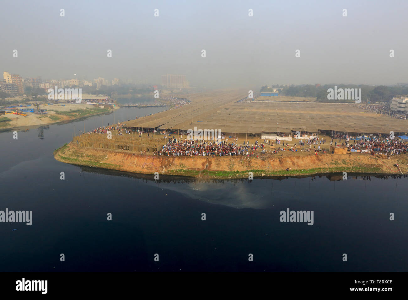 Tents are being pitched on the bank of river Turag to accommodate Muslims who will participate in Biswa Ijtema, the second largest religious congregat - Stock Image