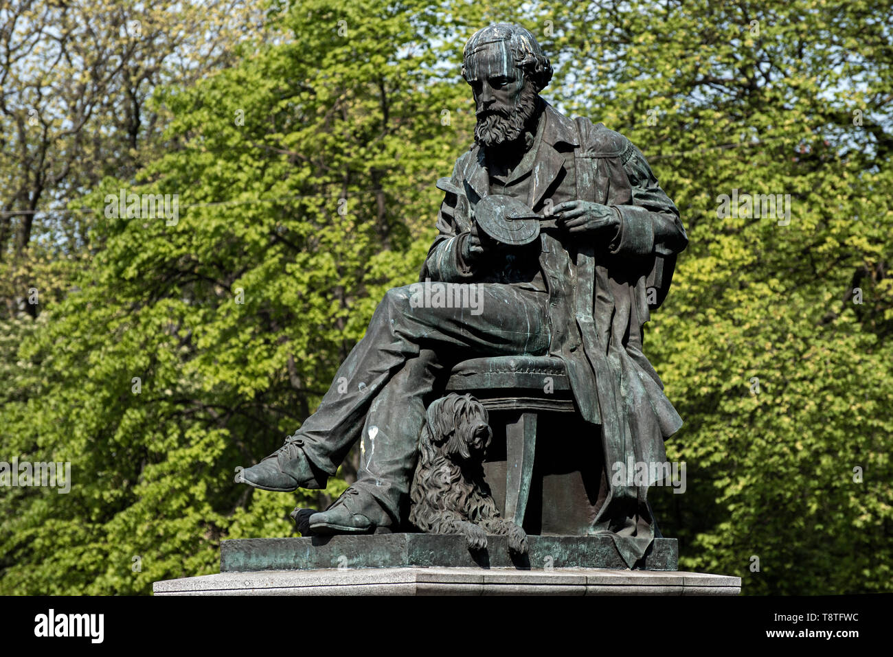 Statue of James Clerk Maxwell (1831-78) by sculptor Alexander Stoddart in George Street, Edinburgh. - Stock Image