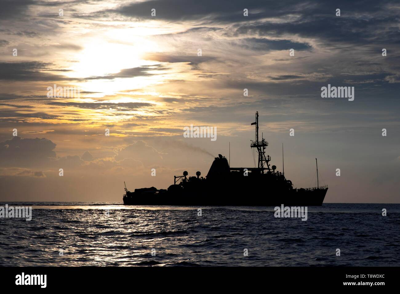 190508-N-AD347-1266 SOUTH CHINA SEA (May 8, 2019) The Avenger-class mine countermeasures ship USS Pioneer (MCM 9) underway. Pioneer, part of Mine Countermeasures Squadron 7, is operating in the U.S. 7th Fleet area of operations to enhance interoperability with partners and serve as a ready-response platform for contingency operations. (U.S. Navy photo by Lt. j.g. Alexander Fairbanks) - Stock Image