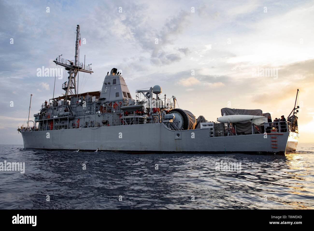190508-N-AD347-1289 SOUTH CHINA SEA (May 8, 2019) The Avenger-class mine countermeasures ship USS Pioneer (MCM 9) prepares to receive Sailors from a ridged hull inflatable boat. Both Pioneer and Patriot, part of Mine Countermeasures Squadron 7, are operating in the U.S. 7th Fleet area of operations to enhance interoperability with partners and serve as a ready-response platform for contingency operations. (U.S. Navy photo by Lt. j.g. Alexander Fairbanks) - Stock Image