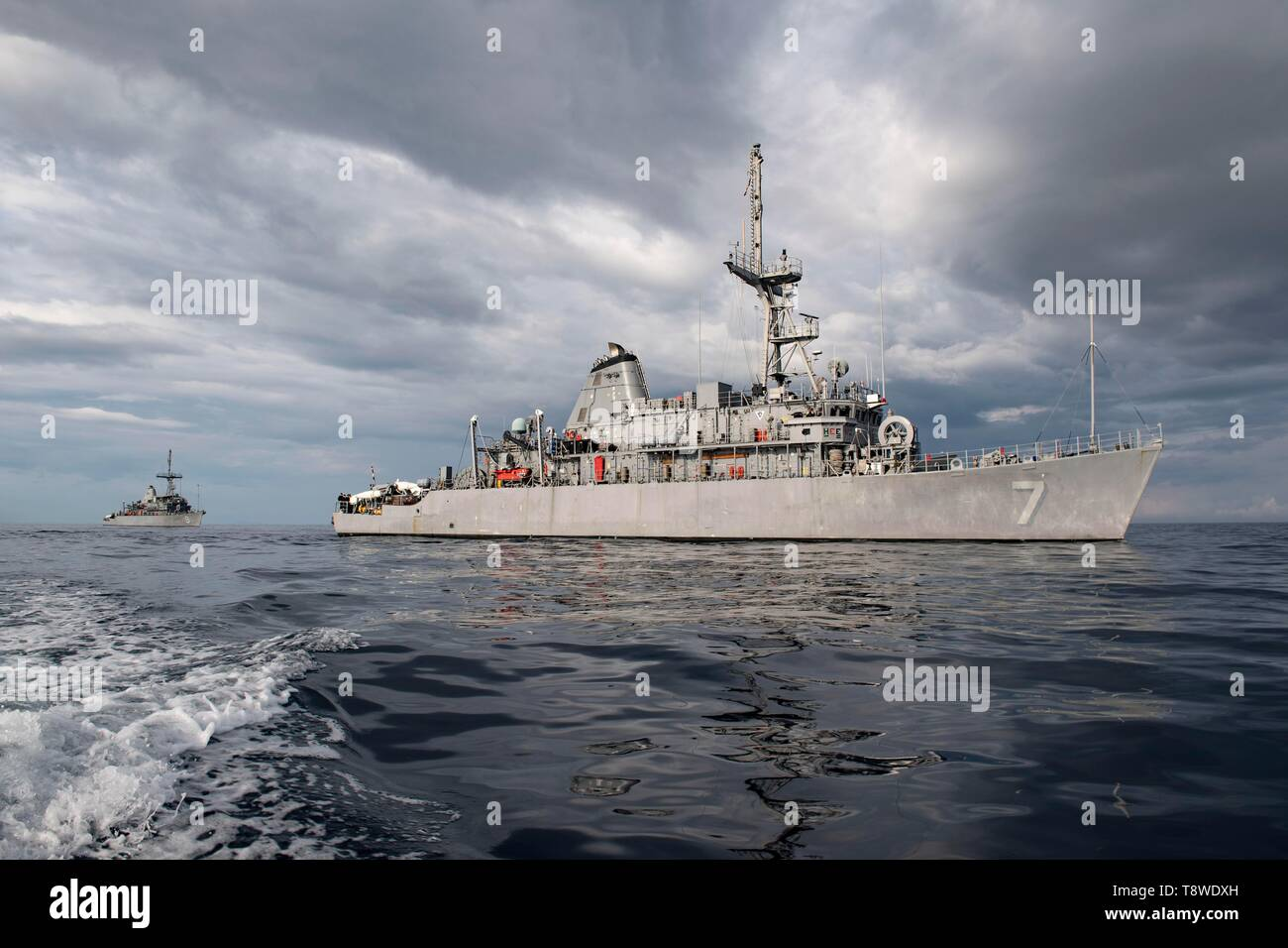 190508-N-SB587-1098 SOUTH CHINA SEA (May 8, 2019) The Avenger-class mine countermeasures ship USS Pioneer (MCM 9) and her sister ship USS Patriot (MCM 7) underway. Both Pioneer and Patriot, part of Mine Countermeasures Squadron 7, are operating in the U.S. 7th Fleet area of operations to enhance interoperability with partners and serve as a ready-response platform for contingency operations. (U.S. Navy photo by Mass Communication Specialist 2nd Class Corbin J. Shea) - Stock Image