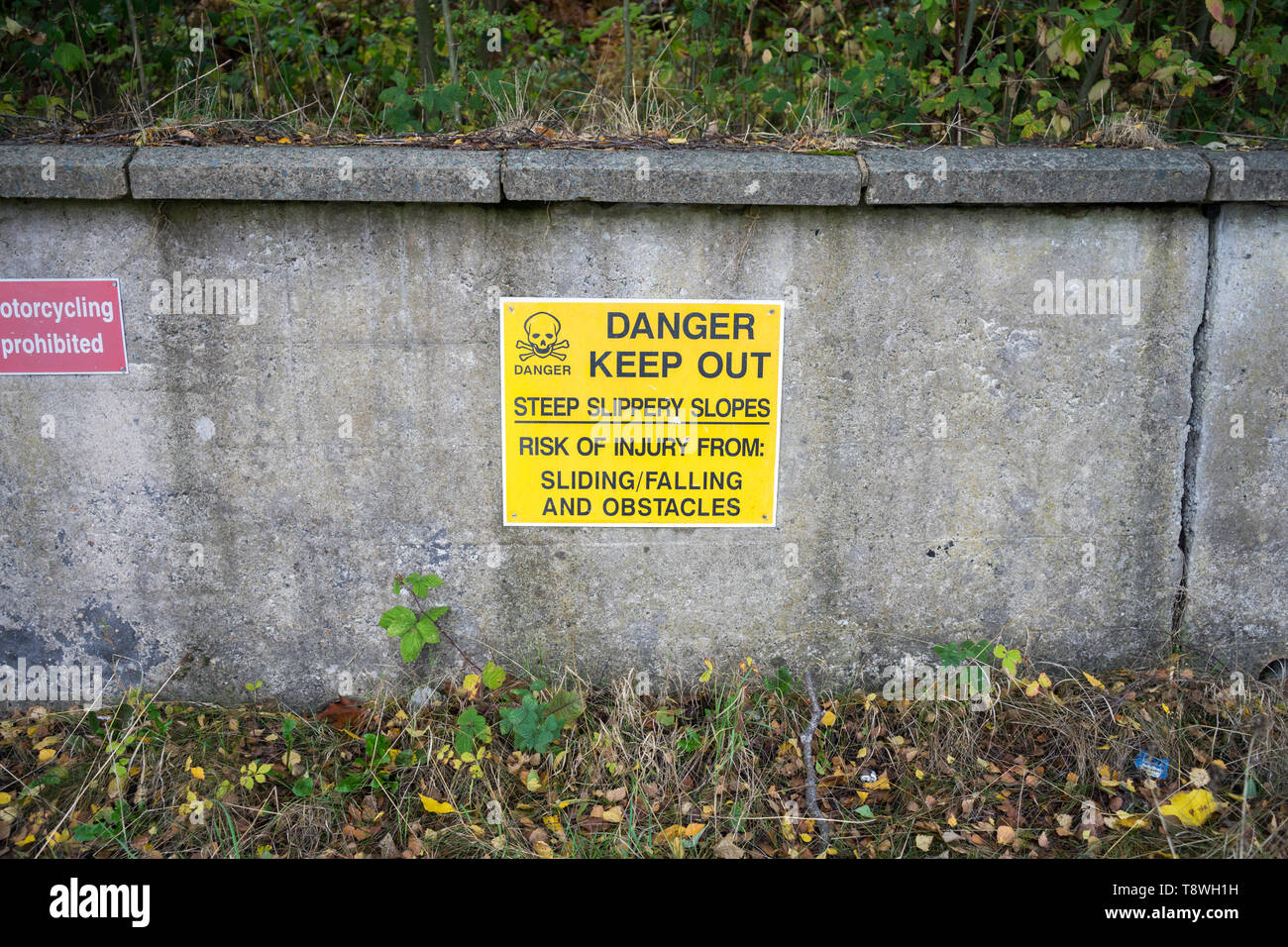 Danger, Keep Out Sign, Skeleton, Warning, Risk of Injury - Stock Image