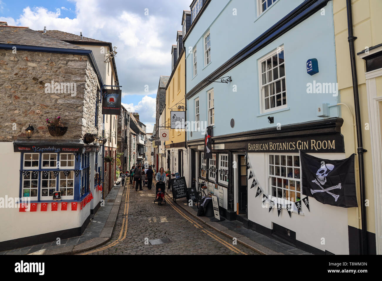 Cobbled New Street on Plymouth's historic Barbican. Features Tudor buildings. Shops, restaurants and gin bar - Stock Image