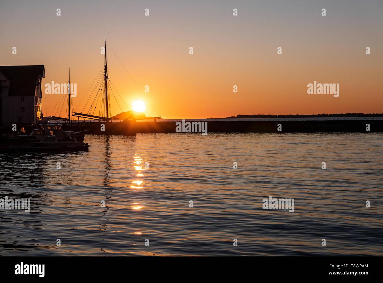 Golden Ålesund, Sunnmøre, Norway. Golden hour at Ålesund harbour in April 2019 - Stock Image