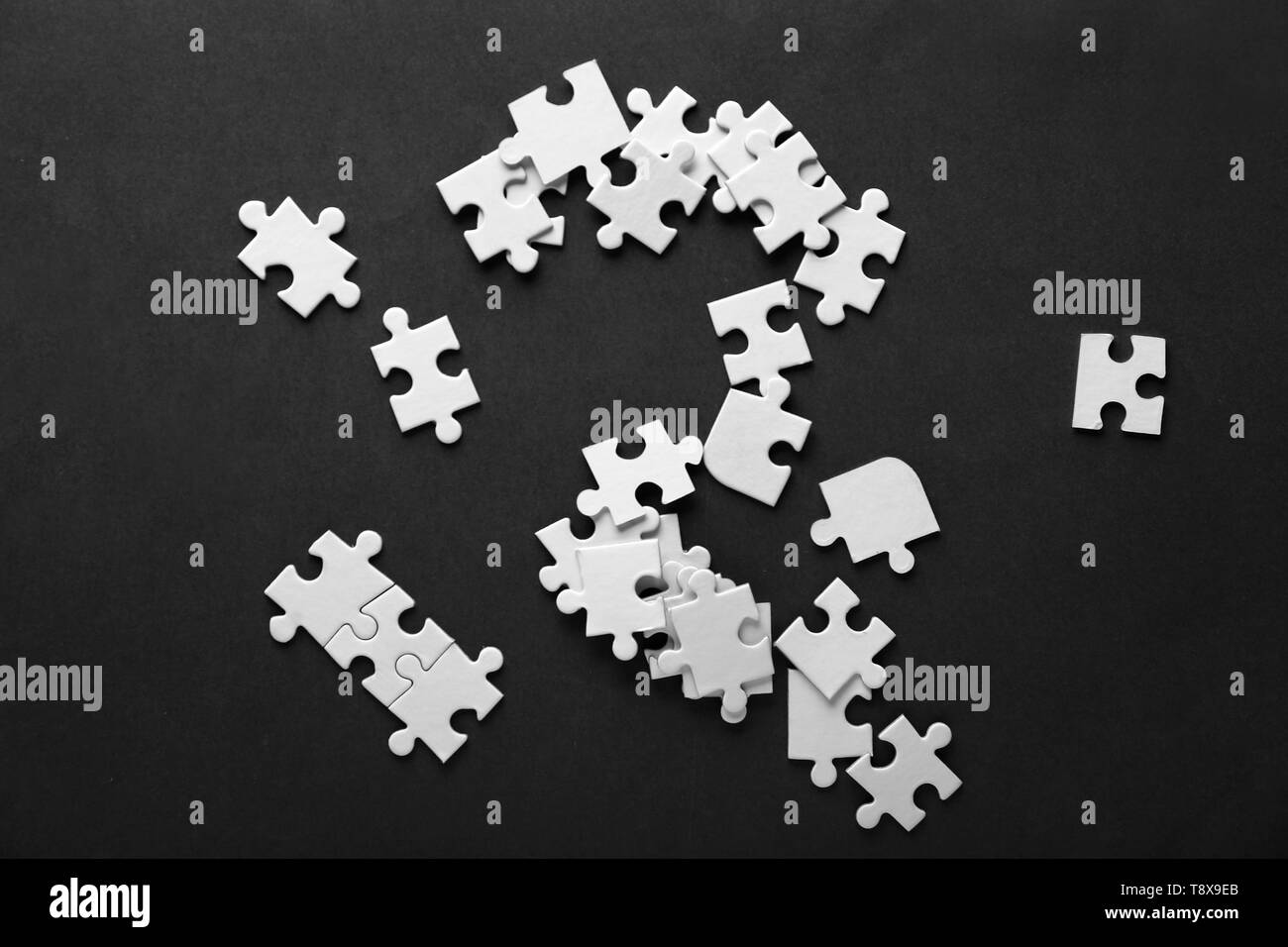 Pieces of jigsaw puzzle on color background - Stock Image