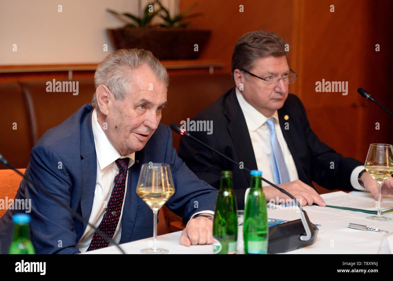 Budapest, Hungary. 14th May, 2019. L-R Czech President Milos Zeman and Head of Hungarian chamber of commerce Laszlo Parragh debate with Czech and Hungarian entrepreneurs in Budapest, Hungary, on May 14, 2019. Czech President launched his three-day visit to Hungary in this day. Credit: Katerina Sulova/CTK Photo/Alamy Live News Stock Photo
