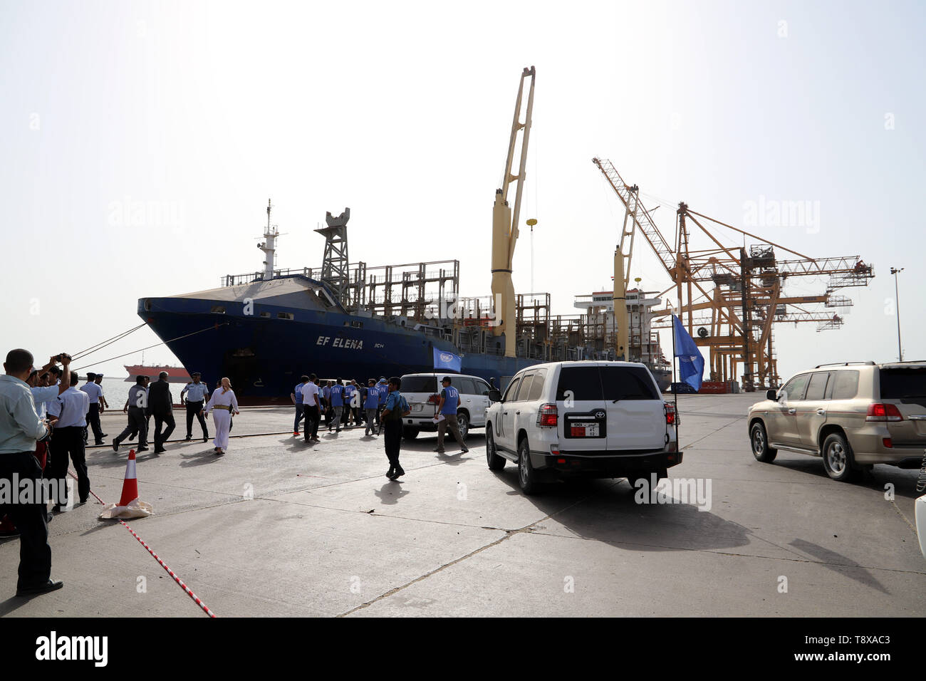(190515) --  HODEIDAH, May 15, 2019 (Xinhua) -- UN team members arrive at the Hodeidah port for a press conference in Hodeidah, Yemen, on May 14, 2019. The UN monitoring mission in Yemen on Tuesday welcomed the Houthi rebels' handover of the security of Hodeidah ports to the coast guards. (Xinhua) - Stock Image