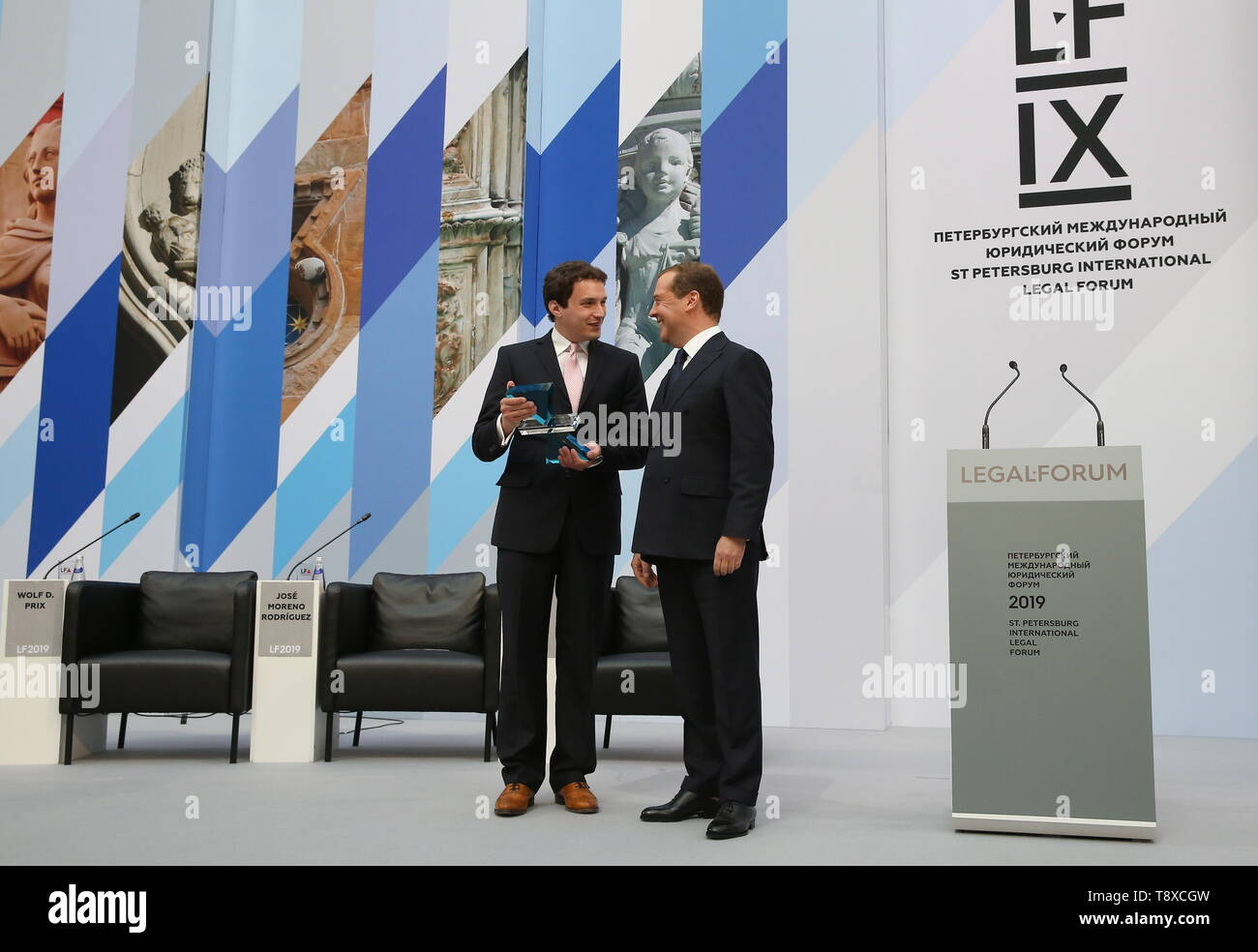 St Petersburg, Russia. 15th May, 2019. ST PETERSBURG, RUSSIA - MAY 15, 2018: Russia's Prime Minister Dmitry Medvedev (R) awards Oxford University Professor Jeremias Prassl for his research Humans as a Service with the SPBILF Private Law Prize at a ceremony as part of the 2019 St Petersburg International Legal Forum. Yekaterina Shtukina/Russian Government Press Office/TASS Credit: ITAR-TASS News Agency/Alamy Live News - Stock Image