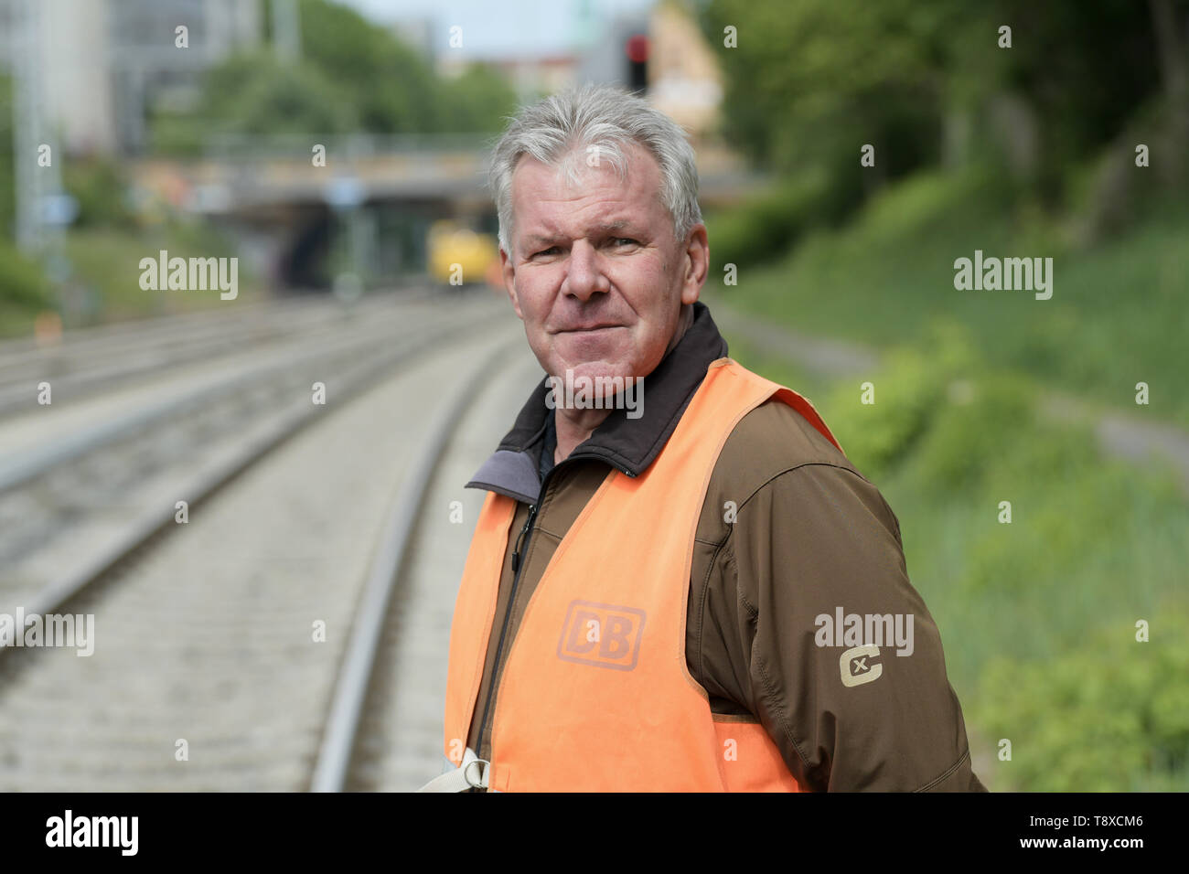 Berlin, Germany. 15th May, 2019. Ulrich Burkhardt, project manager of Deutsche Bahn, is standing during construction work on the eastern Berlin S-Bahn ring between Greifswalder Straße and Prenzlauer Allee. Since 8 April 2019, travellers have had to live with considerable restrictions. The work is due to be completed on 20 May. Credit: Jörg Carstensen/dpa/Alamy Live News - Stock Image