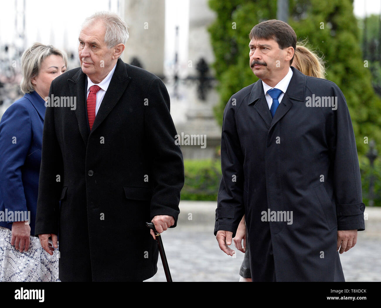 Budapest, Hungary. 15th May, 2019. Czech President Milos Zeman (2nd from left) and his wife Ivana Zemanova (left) meet with Hungarian President Janos Ader (right) and his wife Anita Herczegh (behind him) on May 15, 2019, in Budapest, Hungary. Credit: Katerina Sulova/CTK Photo/Alamy Live News Stock Photo