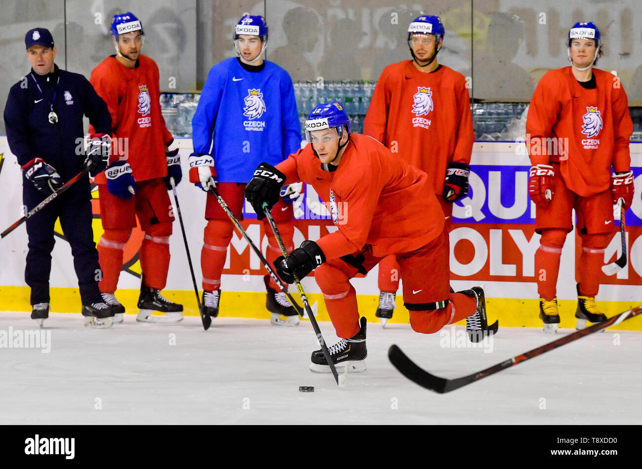 Bratislava, Slovakia. 15th May, 2019. Czech player Radek Faksa (center) attends a training session of the Czech national team within the 2019 IIHF World Championship in Bratislava, Slovakia, on May 15, 2019, one day prior to the match against Latvia. Credit: Vit Simanek/CTK Photo/Alamy Live News Stock Photo
