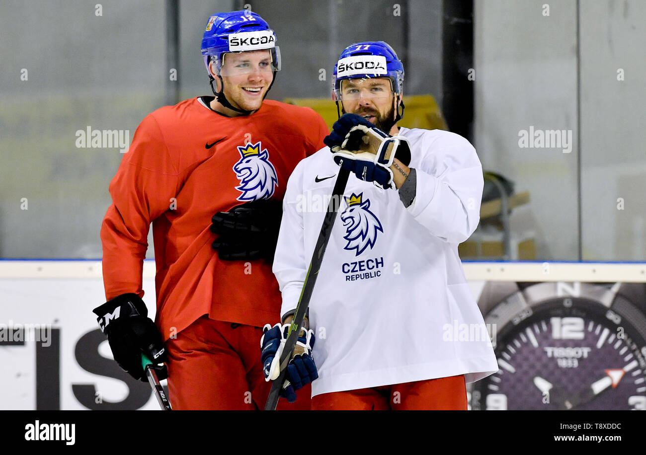 Bratislava, Slovakia. 15th May, 2019. Czech players L-R Radek Faksa and Milan Gulas attend a training session of the Czech national team within the 2019 IIHF World Championship in Bratislava, Slovakia, on May 15, 2019, one day prior to the match against Latvia. Credit: Vit Simanek/CTK Photo/Alamy Live News Stock Photo
