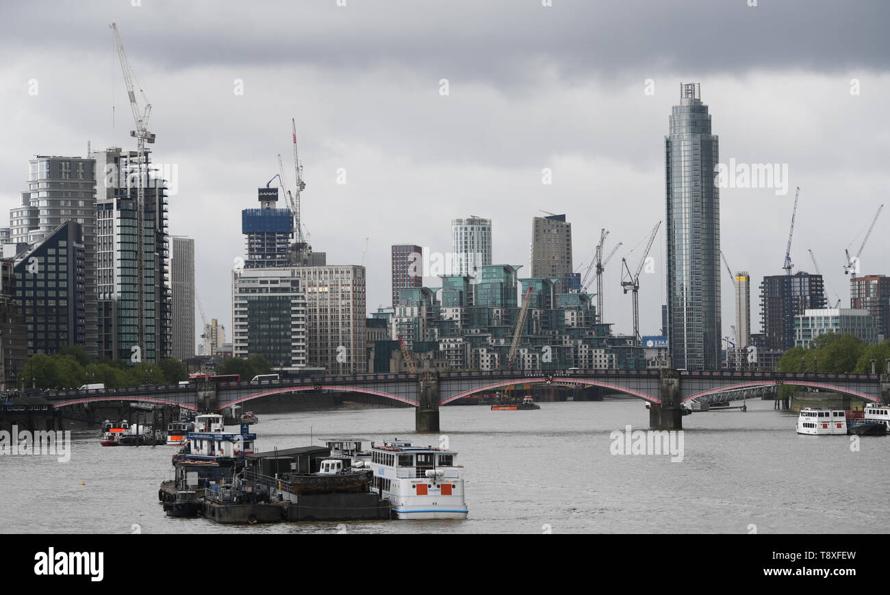 London, UK. 09th May, 2019. Panoramic view from the Westminister Bridge to the Lambeth Bridge and the residential and business district Vauxhall in the London district Lambeth. Credit: Arne Dedert/dpa/Alamy Live News Stock Photo