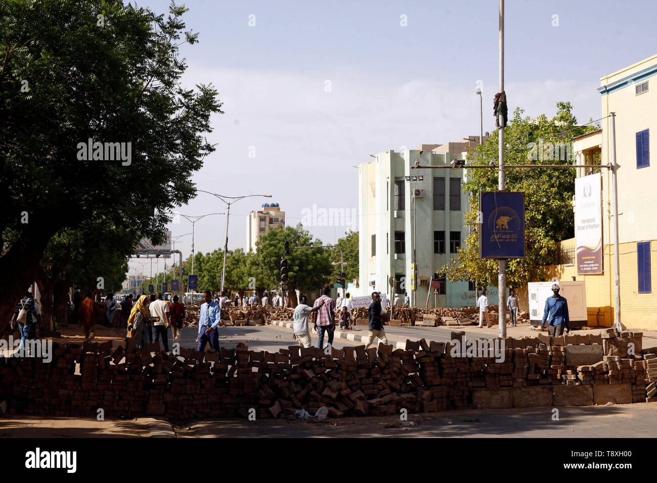 Khartoum, Sudan. 15th May, 2019. Protesters expand the sit-in area in front of the army's general headquarters during a protest in Khartoum, Sudan, May 15, 2019. Credit: Mohamed Khidir/Xinhua/Alamy Live News - Stock Image