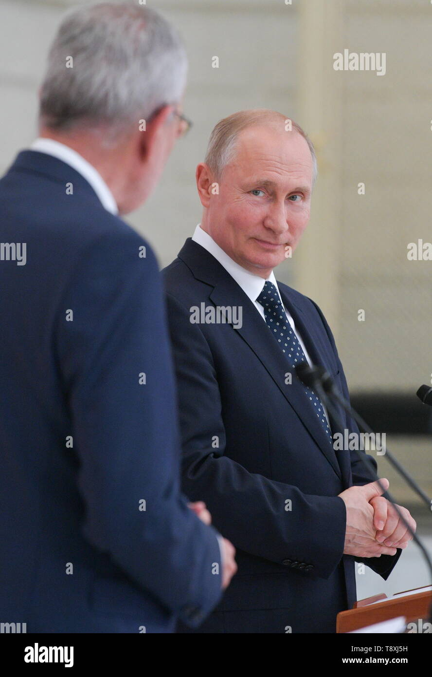 Sochi, Russia. 15th May, 2019. SOCHI, RUSSIA - MAY 15, 2019: Austria's President Alexander Van der Bellen (L) and Russia's President Vladimir Putin at a joint press conference following their meeting at the Rus health resort. Alexei Druzhinin/Russian Presidential Press and Information Office/TASS Credit: ITAR-TASS News Agency/Alamy Live News - Stock Image