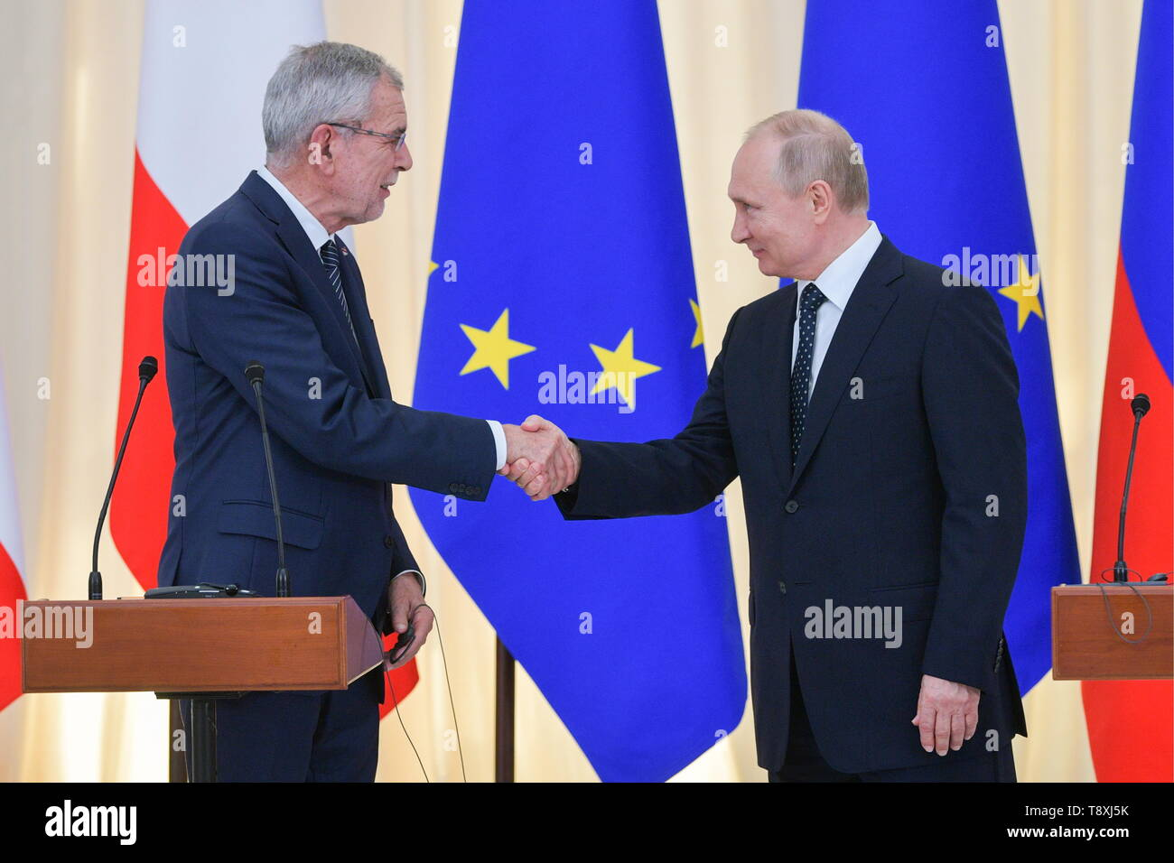 Sochi, Russia. 15th May, 2019. SOCHI, RUSSIA - MAY 15, 2019: Austria's President Alexander Van der Bellen (L) and Russia's President Vladimir Putin shake hands at a joint press conference following their meeting at the Rus health resort. Alexei Druzhinin/Russian Presidential Press and Information Office/TASS Credit: ITAR-TASS News Agency/Alamy Live News - Stock Image