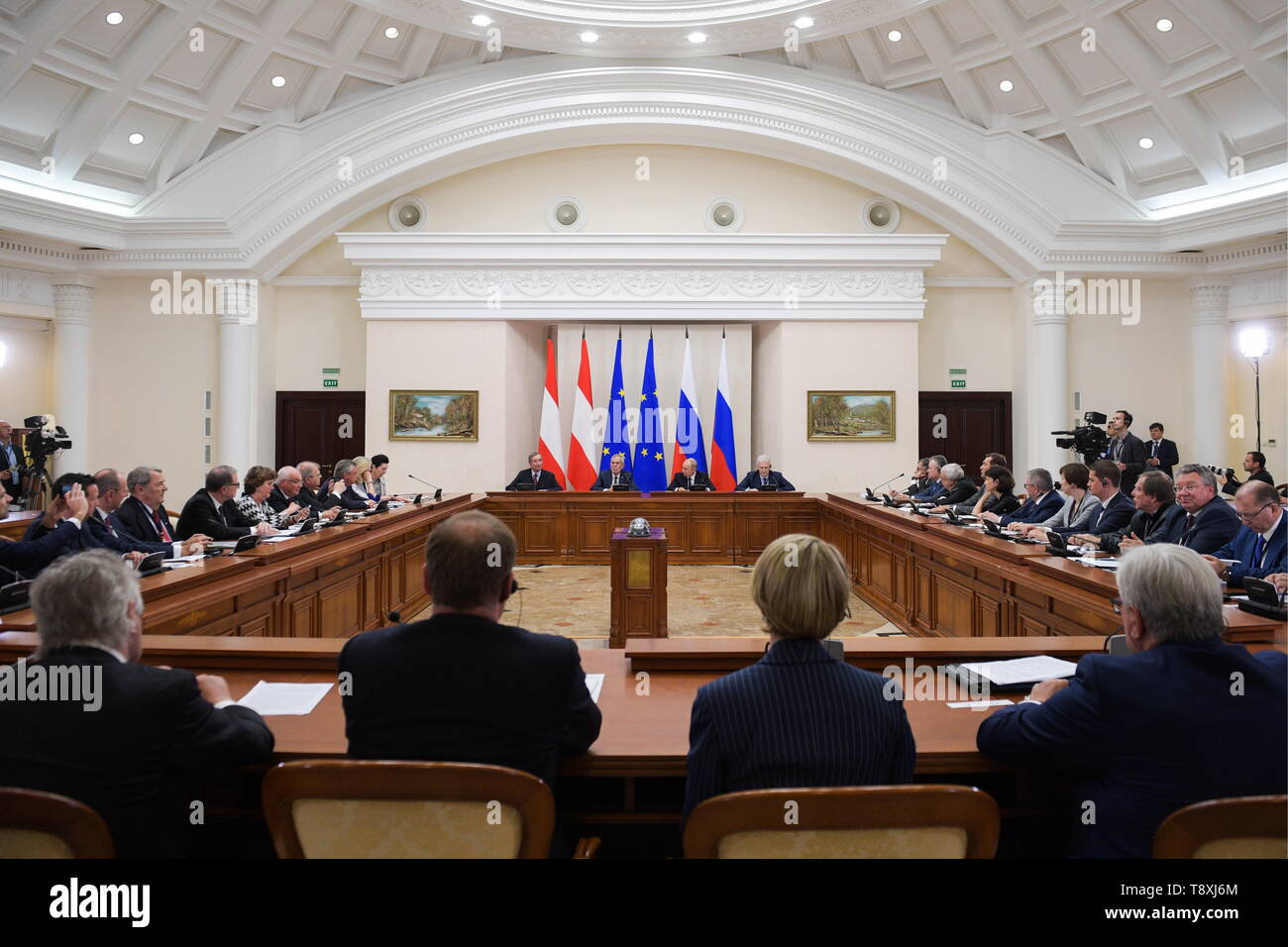Sochi, Russia. 15th May, 2019. SOCHI, RUSSIA - MAY 15, 2019: Christoph Leitl, President of the Association of European Chambers of Commerce and Industry (Eurochambres), Austria's President Alexander Van der Bellen, Russia's President Vladimir Putin and his aide Andrei Fursenko (L-R back centre) attend the inaugural meeting of the Sochi Dialogue Forum. Alexei Druzhinin/Russian Presidential Press and Information Office/TASS Credit: ITAR-TASS News Agency/Alamy Live News - Stock Image