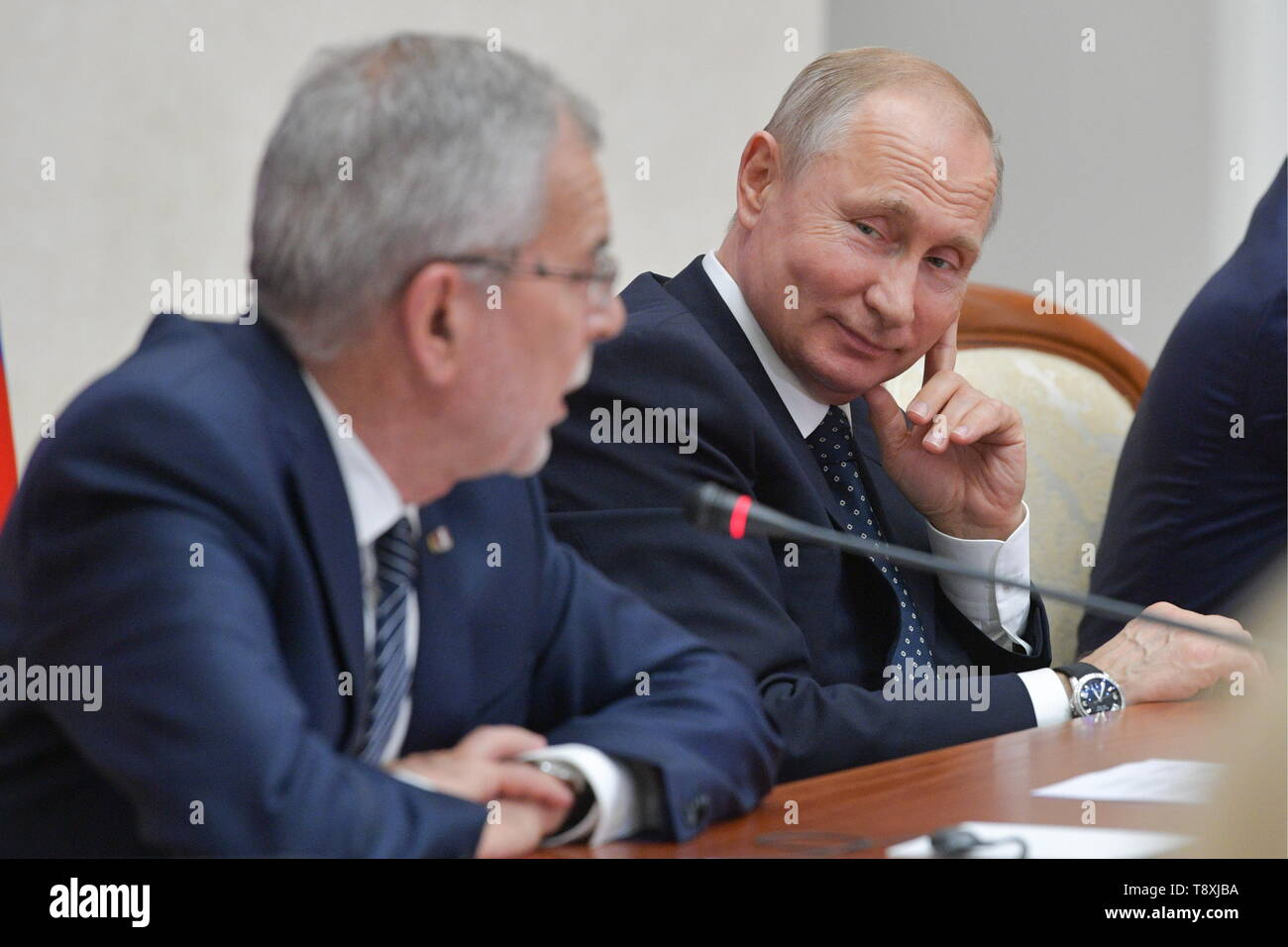 Sochi, Russia. 15th May, 2019. SOCHI, RUSSIA - MAY 15, 2019: Austria's President Alexander Van der Bellen (L) and Russia's President Vladimir Putin attend the inaugural meeting of the Sochi Dialogue Forum. Alexei Druzhinin/Russian Presidential Press and Information Office/TASS Credit: ITAR-TASS News Agency/Alamy Live News - Stock Image