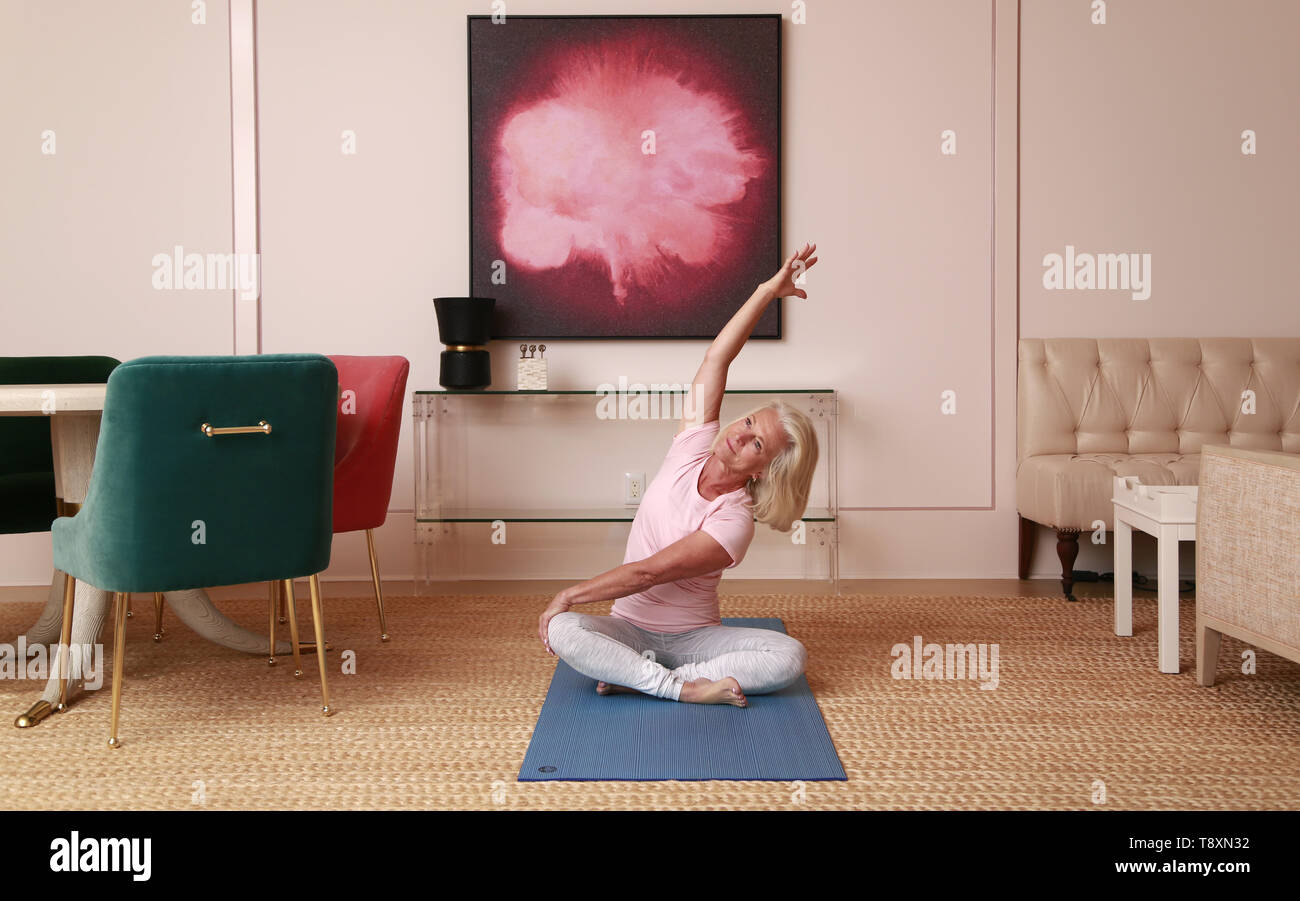 San Diego, CALIFORNIA, USA. 9th Nov, 2018. November 9, 2018 - San Diego, California, USA - A woman does yoga in a home in San Diego. Credit: KC Alfred/ZUMA Wire/Alamy Live News - Stock Image