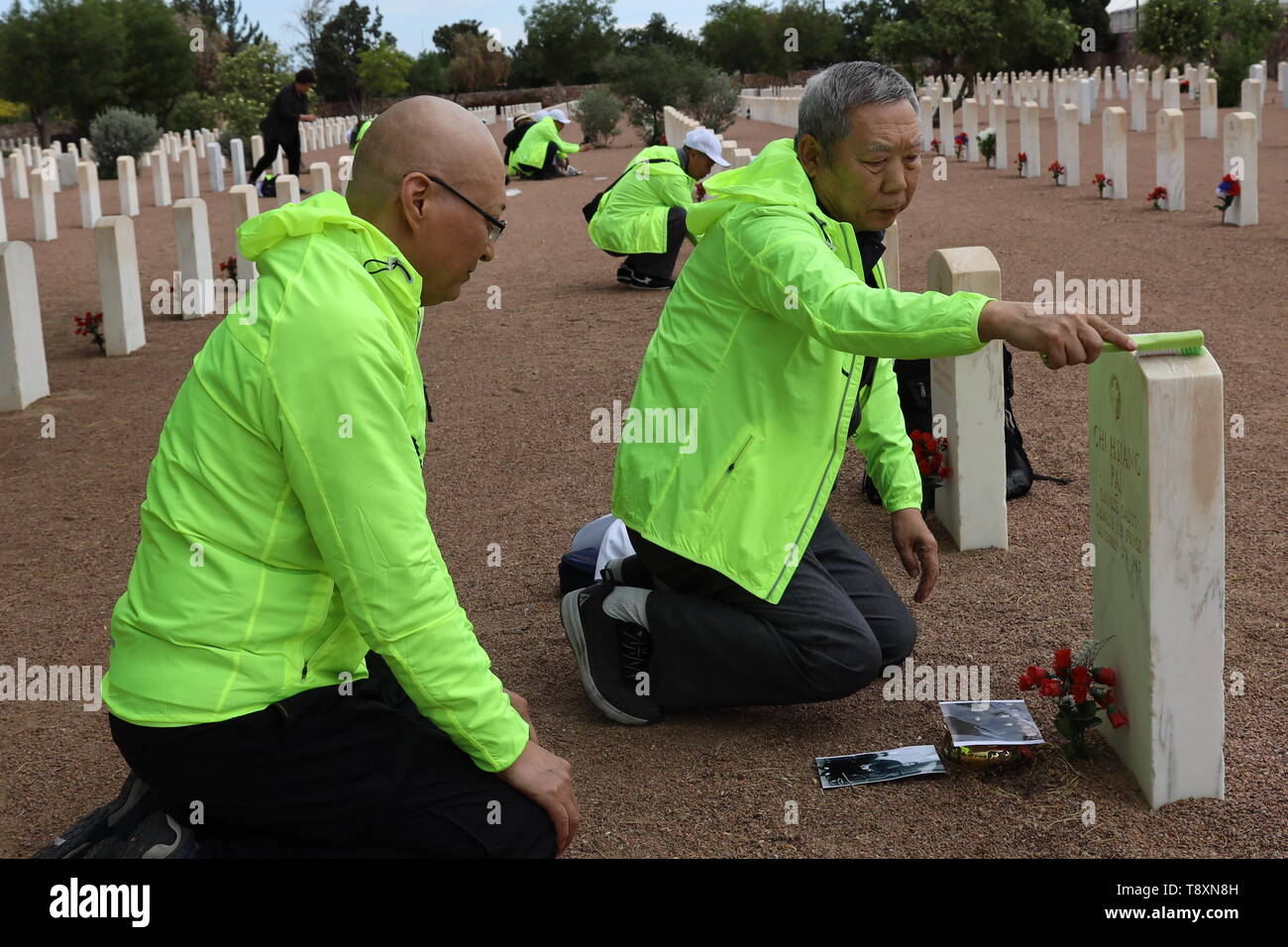 (190515) -- EL PASO (U.S.), May 15, 2019 (Xinhua) -- Family members of killed Chinese pilots pay homage to their loved ones at the Fort Bliss National Cemetery in El Paso, Texas, the United States, on May 12, 2019. More than seven decades ago, groups of young Chinese came to the United States for military flight trainings against Japanese invasion. Unfortunately, 52 of them were killed during pilot trainings. Now, for the first time in more than half a century, relatives of those killed Chinese cadets made an arduous journey to El Paso, U.S. state of Texas, for belated reunions with their dece - Stock Image