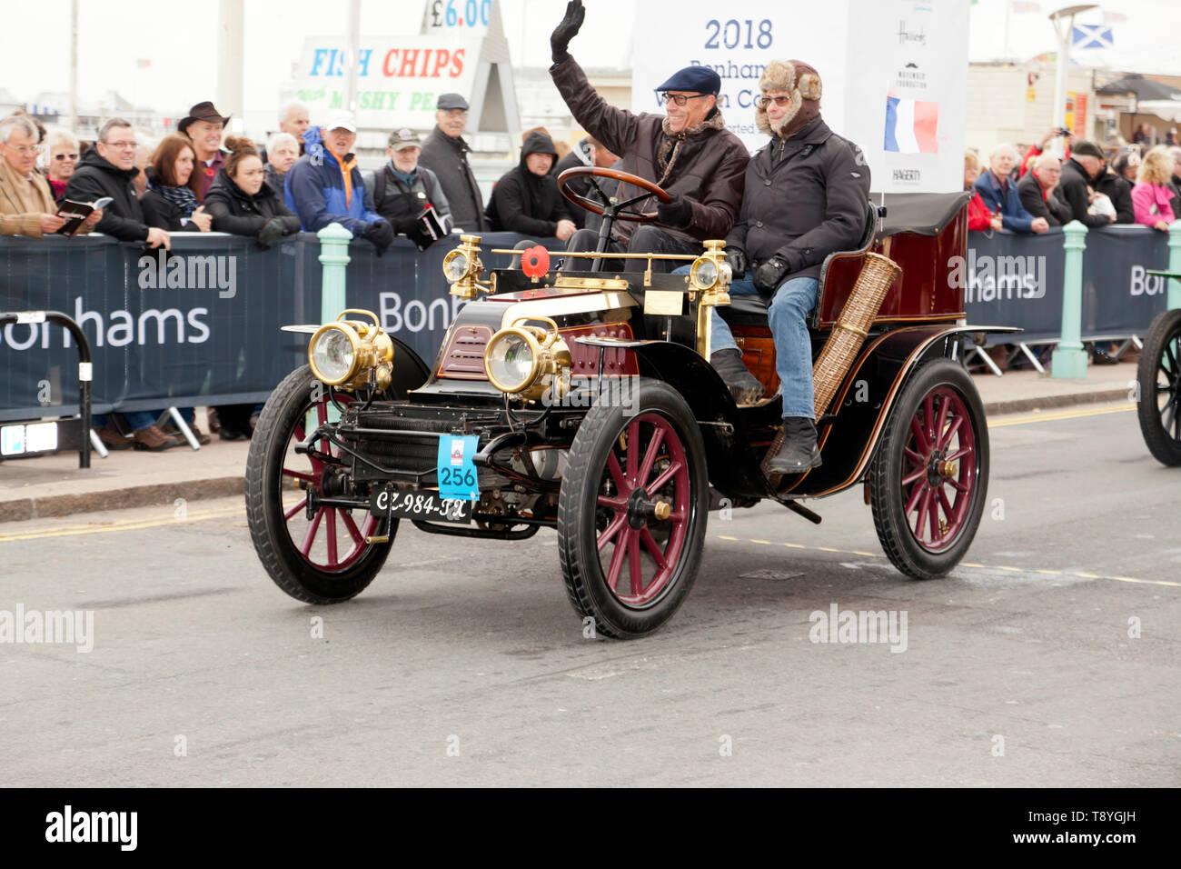 Mr Klazinus Noordijk, driving his 1903 Richard-Brasier across the finishing line at the end of the 2018 London to Brighton Veteran Car Run Stock Photo