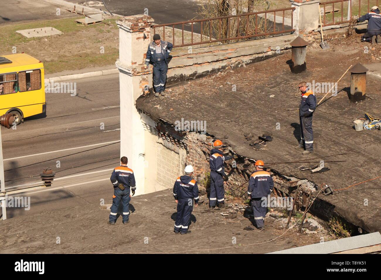Kremenchug, Poltava region, Ukraine, April 9, 2019, repair of the old roof of the building - Stock Image
