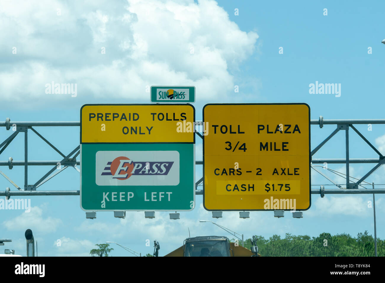ORLANDO, USA. 8TH MAY 2019: Overhead road direction signs found on the approach to toll plaza's - Stock Image