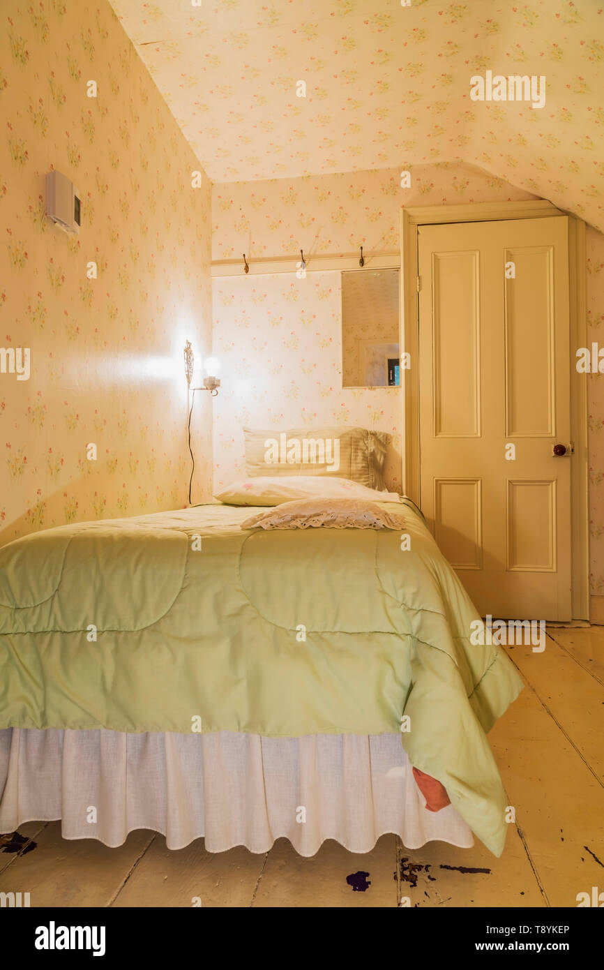 Single bed with lime green bedspread in upstairs guest ...