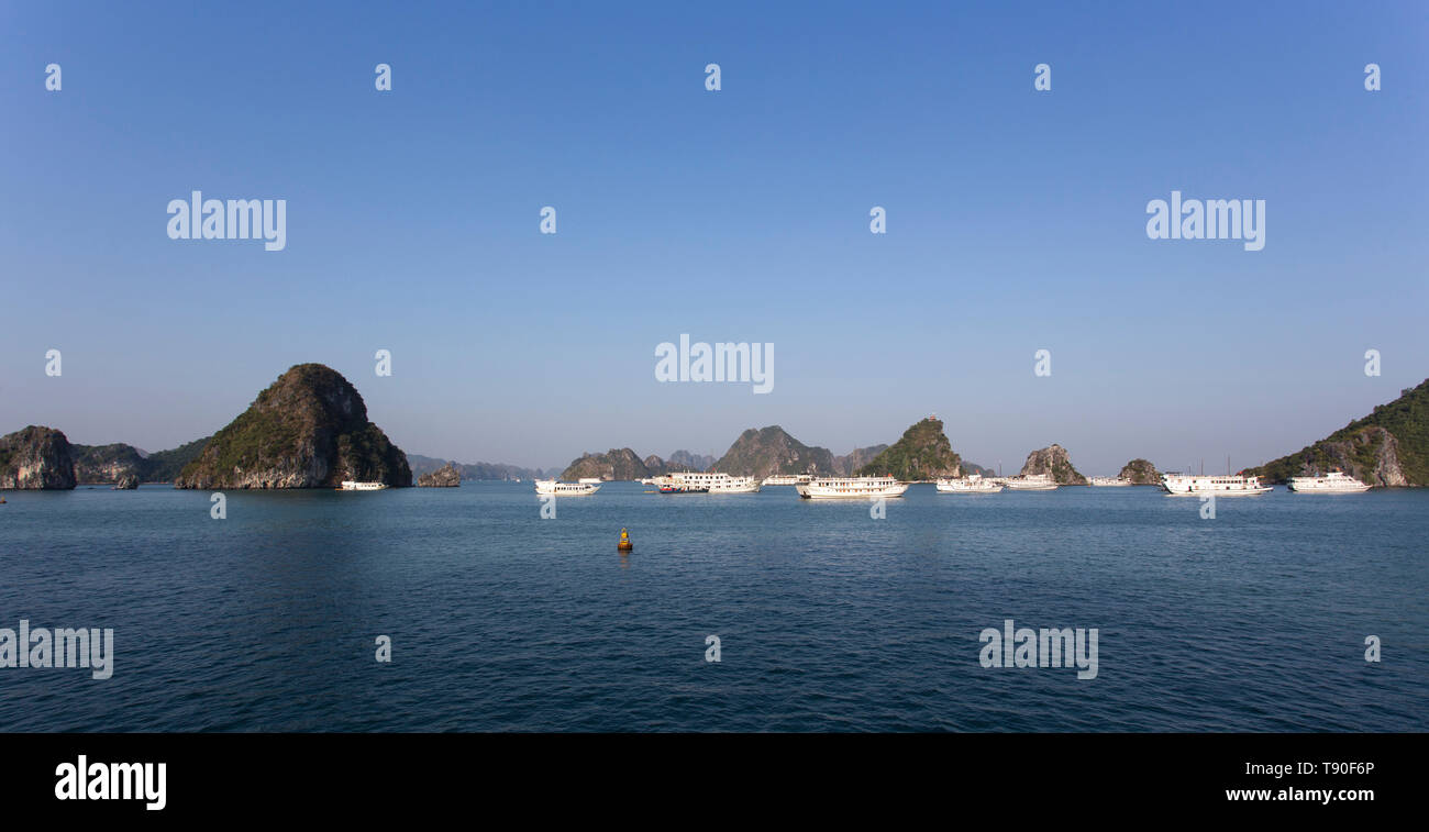 Halong Bay, Vietnam - December 28, 2016: view of the Halong Bay full of boat cruising - Stock Image