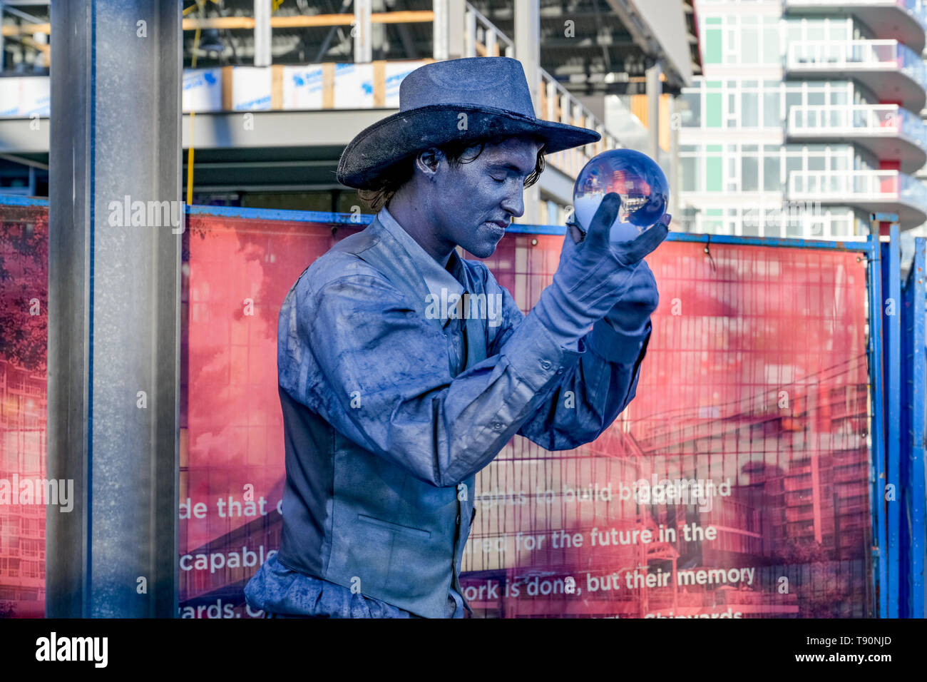 Mime, street performer, Shipyards Night Market, Lonsdale Quay, North Vancouver, British Columbia, Canada - Stock Image