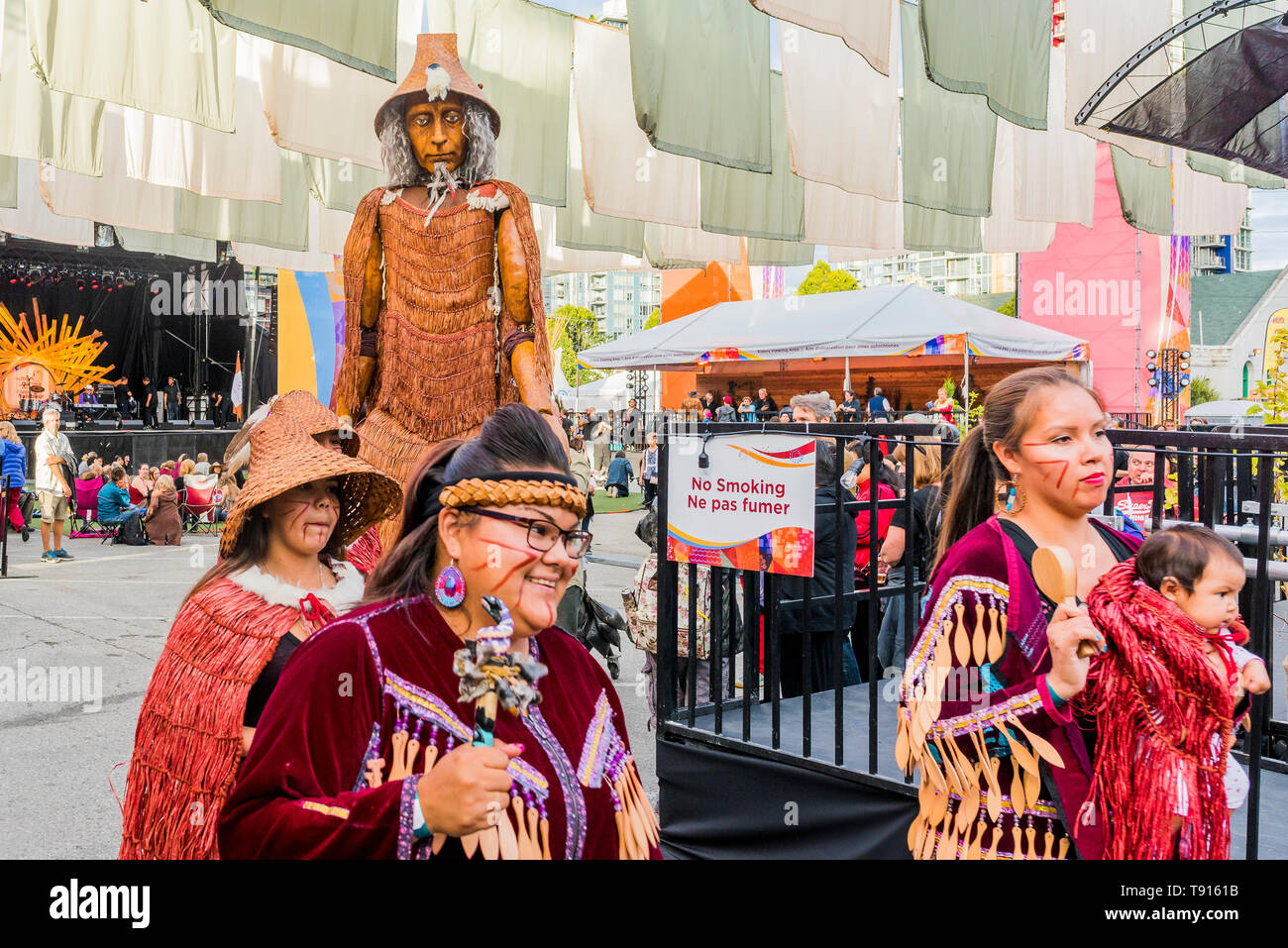 Mortal Coil's First Welcome Hych'ka, Giant Coast Salish puppet appears at the Drum is Calling Festival, Canada 150+ event, Larwill Park, Vancouver, Br - Stock Image